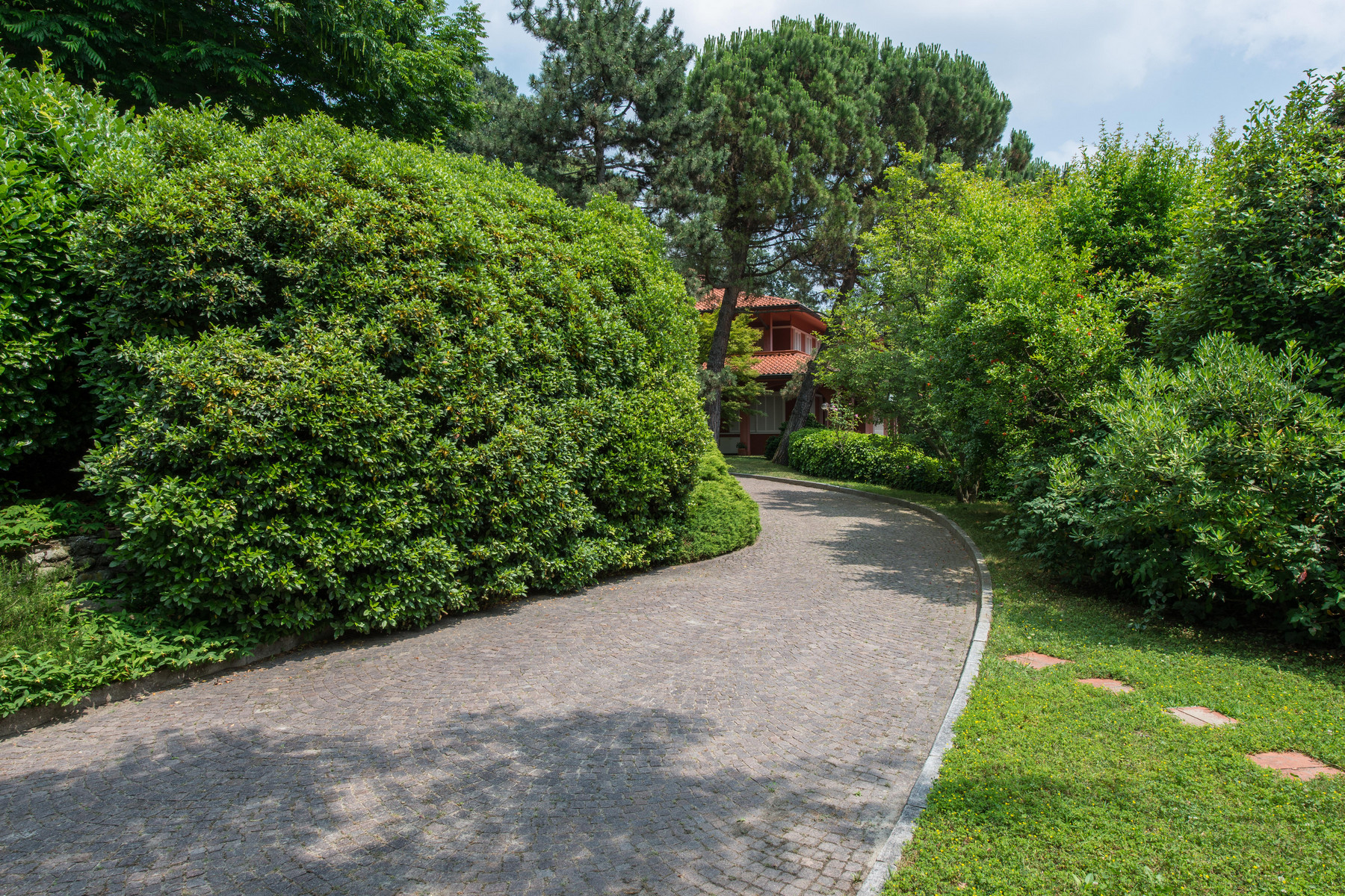 Additional photo for property listing at Incomparable villa with swimming pool on Turin hills Via Barbara Allason Pecetto Torinese, Turin 10020 Italie