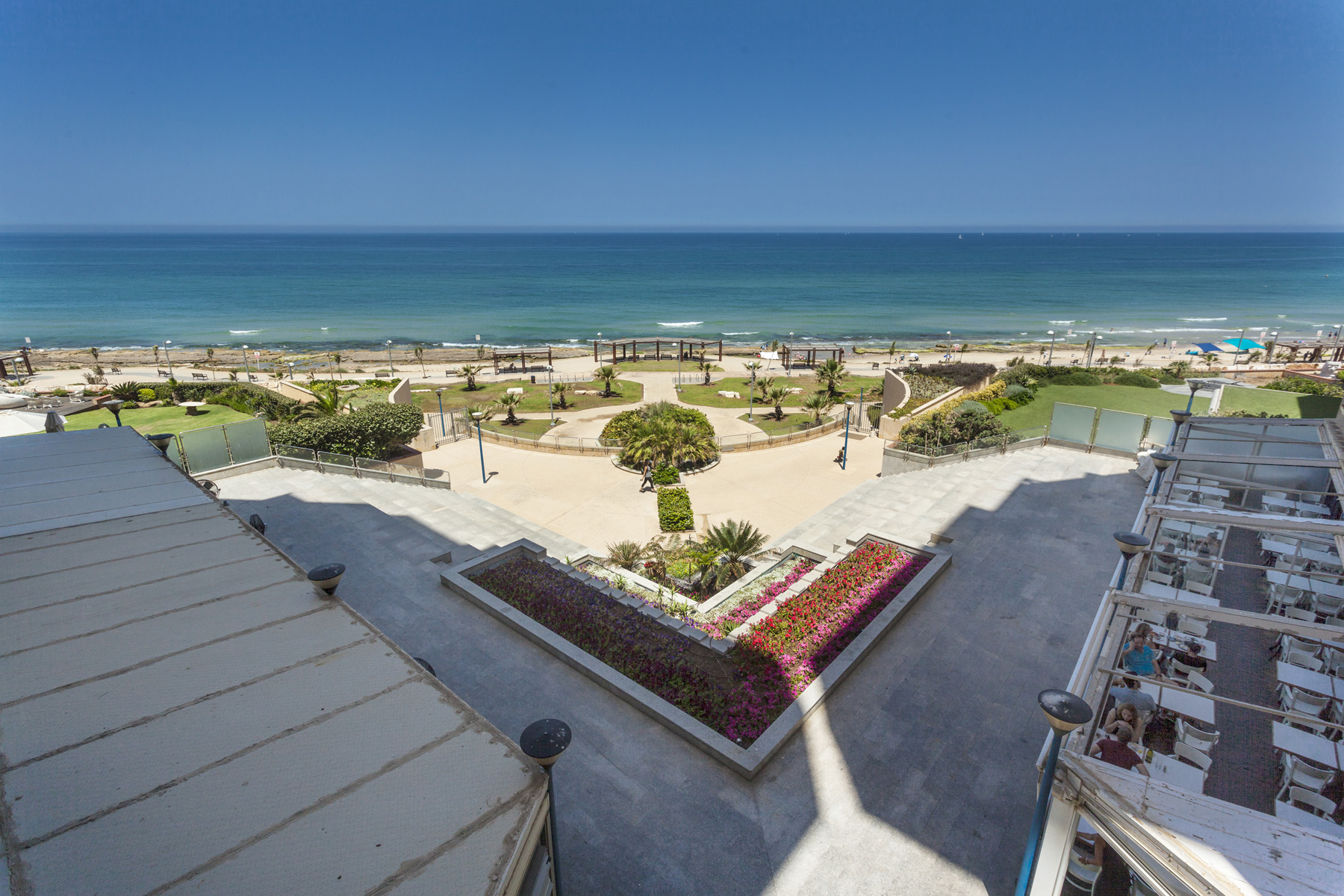 Additional photo for property listing at Seafront Luxury Apartment in Sea & Sun Building, North Tel Aviv Tel Aviv, Israel Israël