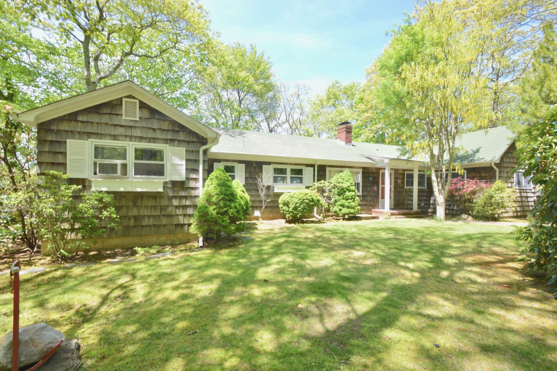 Single Family Home for Active at 7447 Soundview Ave, ,Southold, New York, 11971 7447 Soundview Ave Southold, New York 11971 United States