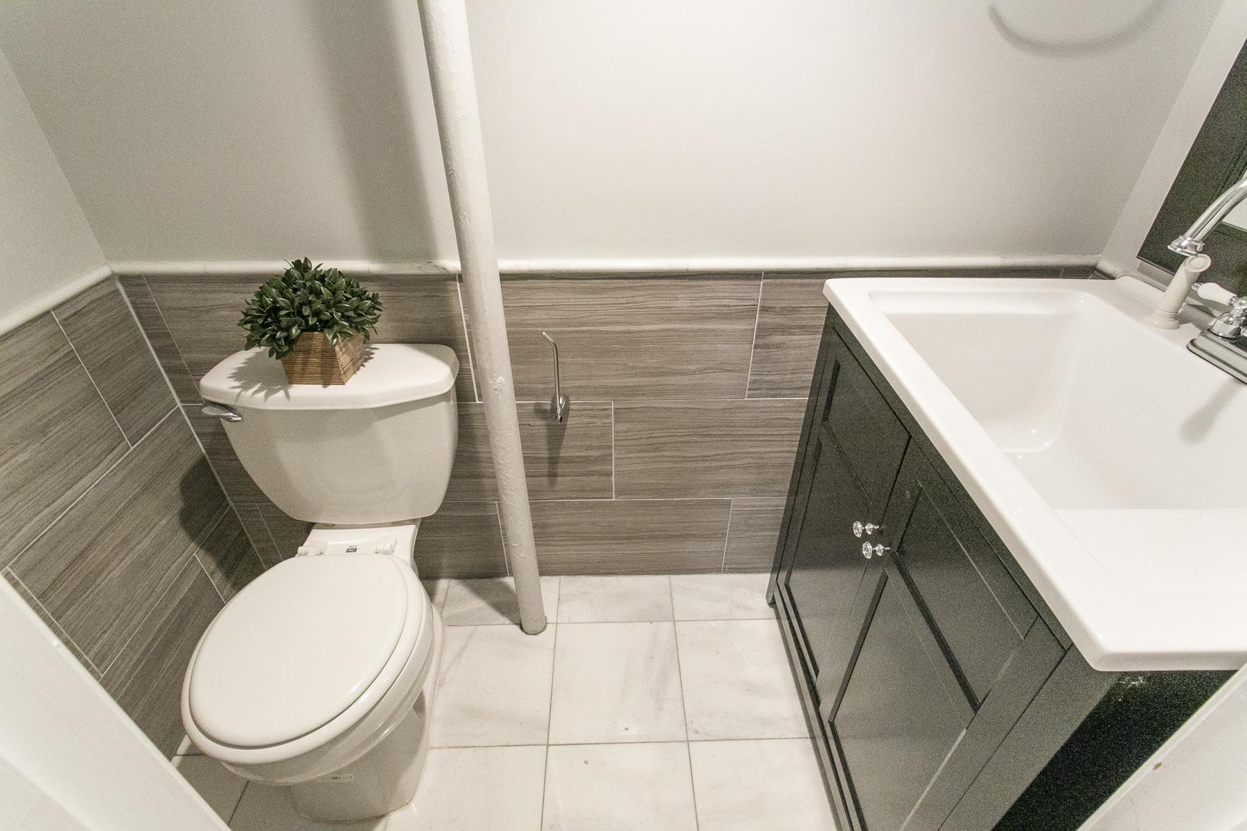 "Additional photo for property listing at ""TRI LEVEL BRICK TOWNHOUSE""  Forest Hills, Nueva York 11375 Estados Unidos"