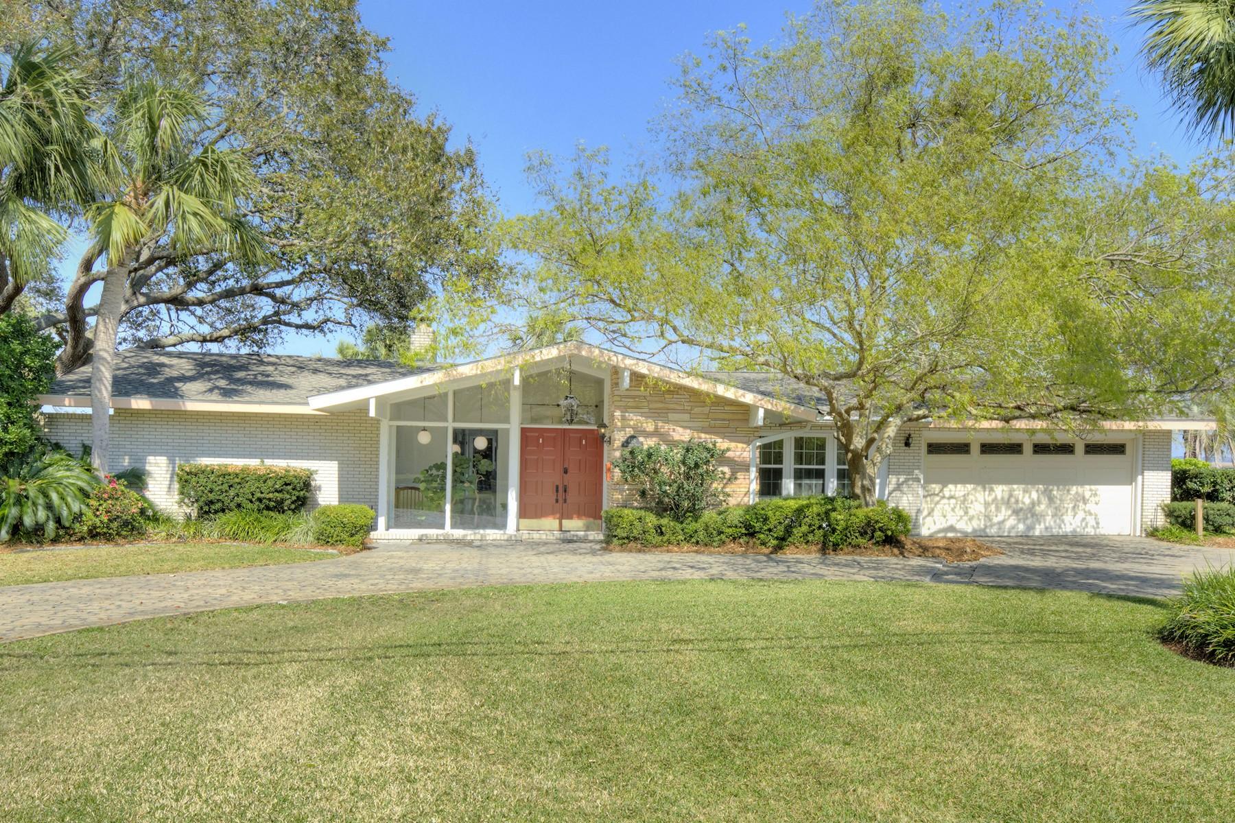 Частный односемейный дом для того Продажа на 4115 Riverside Drive Brunswick, Джорджия 31520 Соединенные Штаты