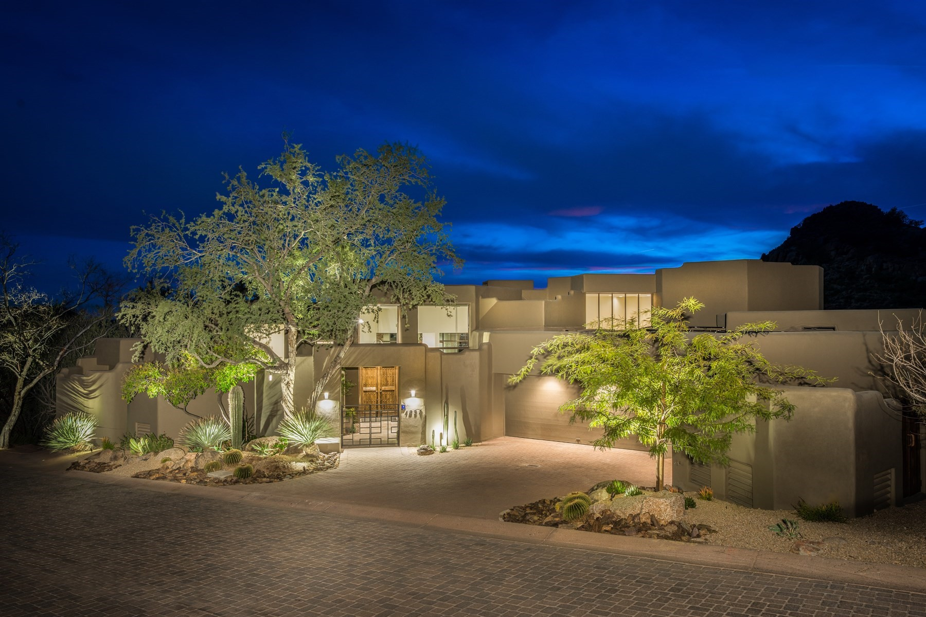 Maison unifamiliale pour l Vente à Spectacular contemporary home in the Hillside Villa Estates at Desert Highlands 10040 E Happy Valley Rd #1037 Scottsdale, Arizona, 85255 États-Unis