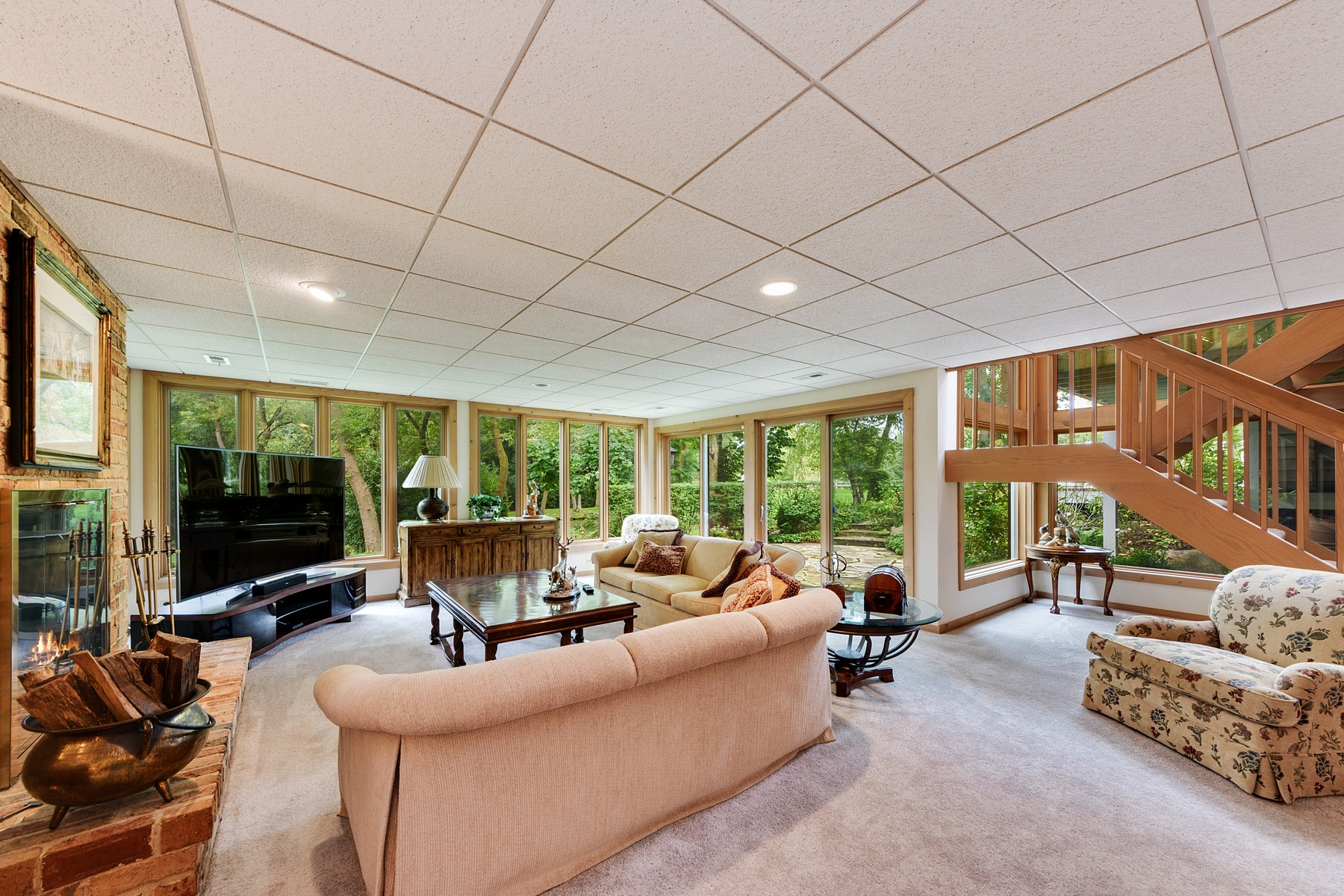 Additional photo for property listing at Tons of updates 9 S Wynstone Drive North Barrington, Illinois 60010 United States