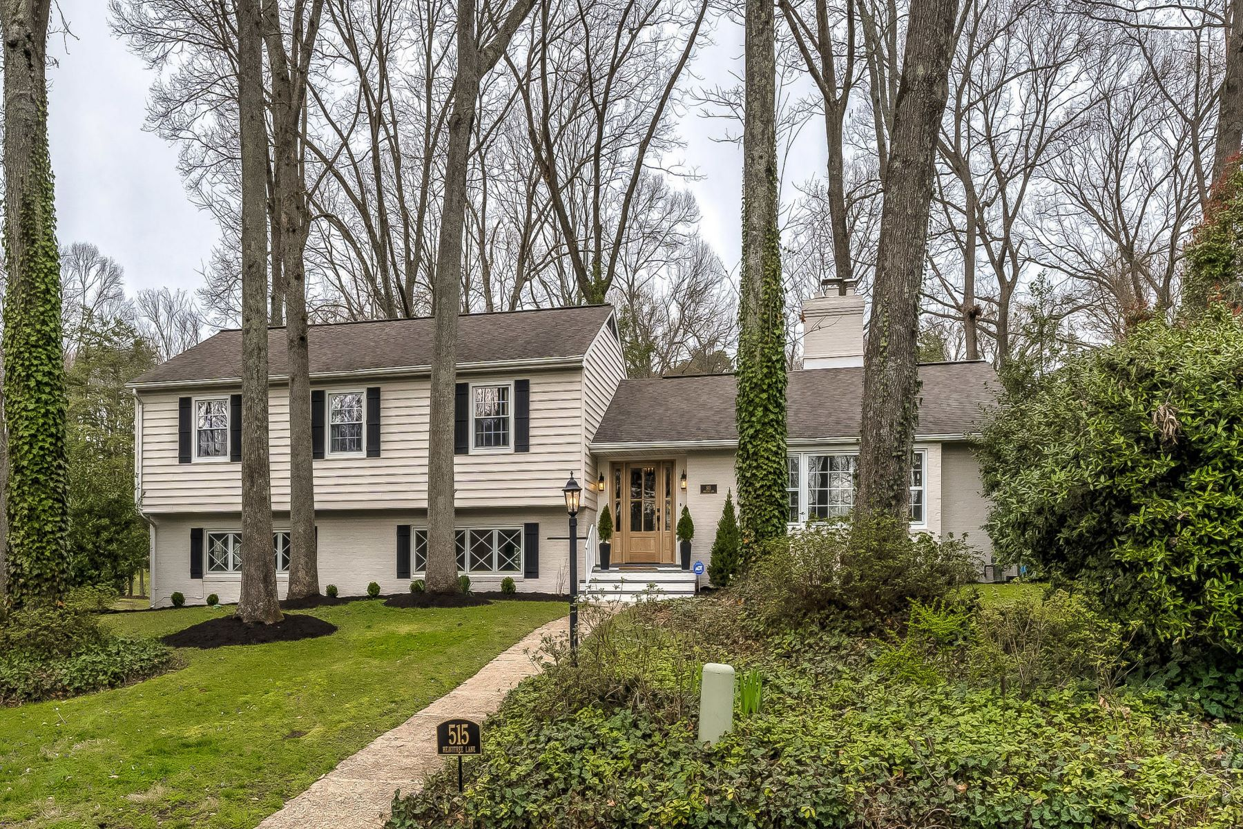 Single Family Homes for Sale at Chartwell on the Severn Split Level 515 Heavitree Lane Severna Park, Maryland 21146 United States