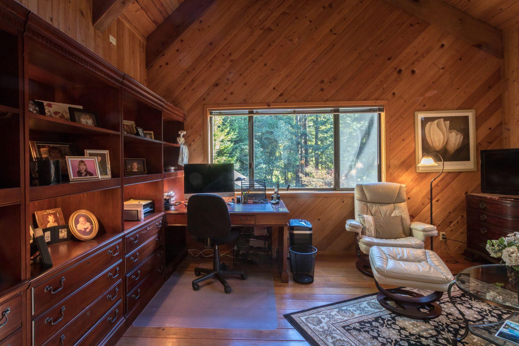 Additional photo for property listing at Little River Retreat! 33200 Frog Pond Road Little River, California 95456 Estados Unidos