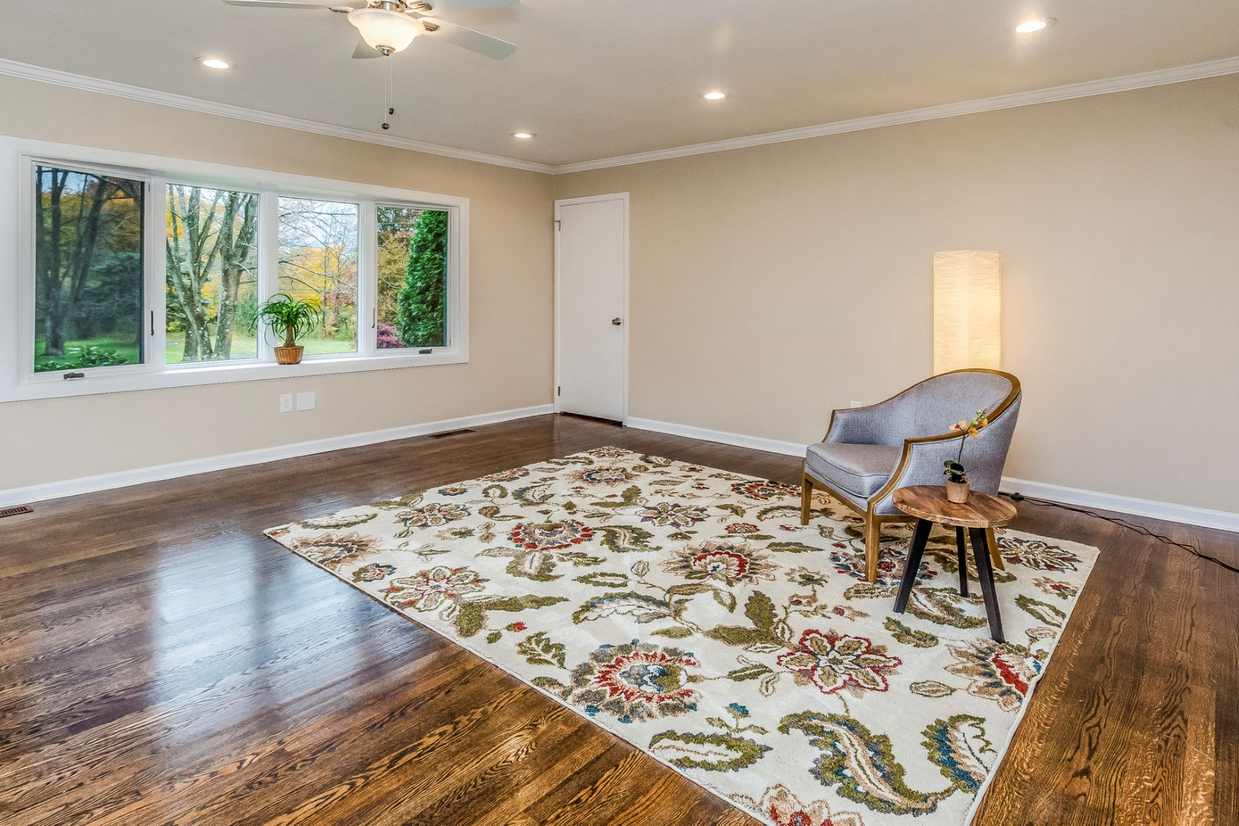 Additional photo for property listing at Beautifully Renovated Expanded Ranch 2 Winding Brook Way, Titusville, New Jersey 08560 United States