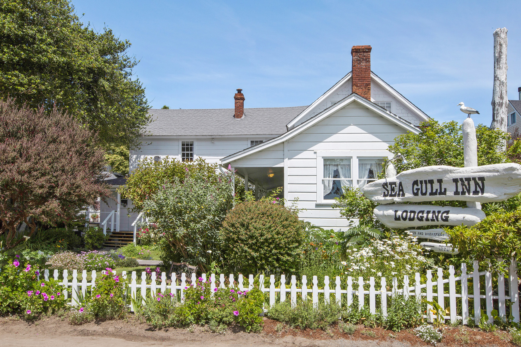 Commercial for Sale at Sea Gull Inn 44960 Albion Street Mendocino, California 95460 United States