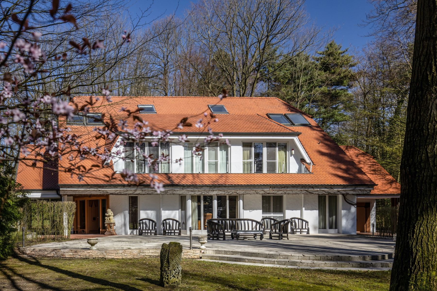 Single Family Homes for Sale at Villa In The Park Other North Rhine Westphalia, North Rhine Westphalia 41169 Germany