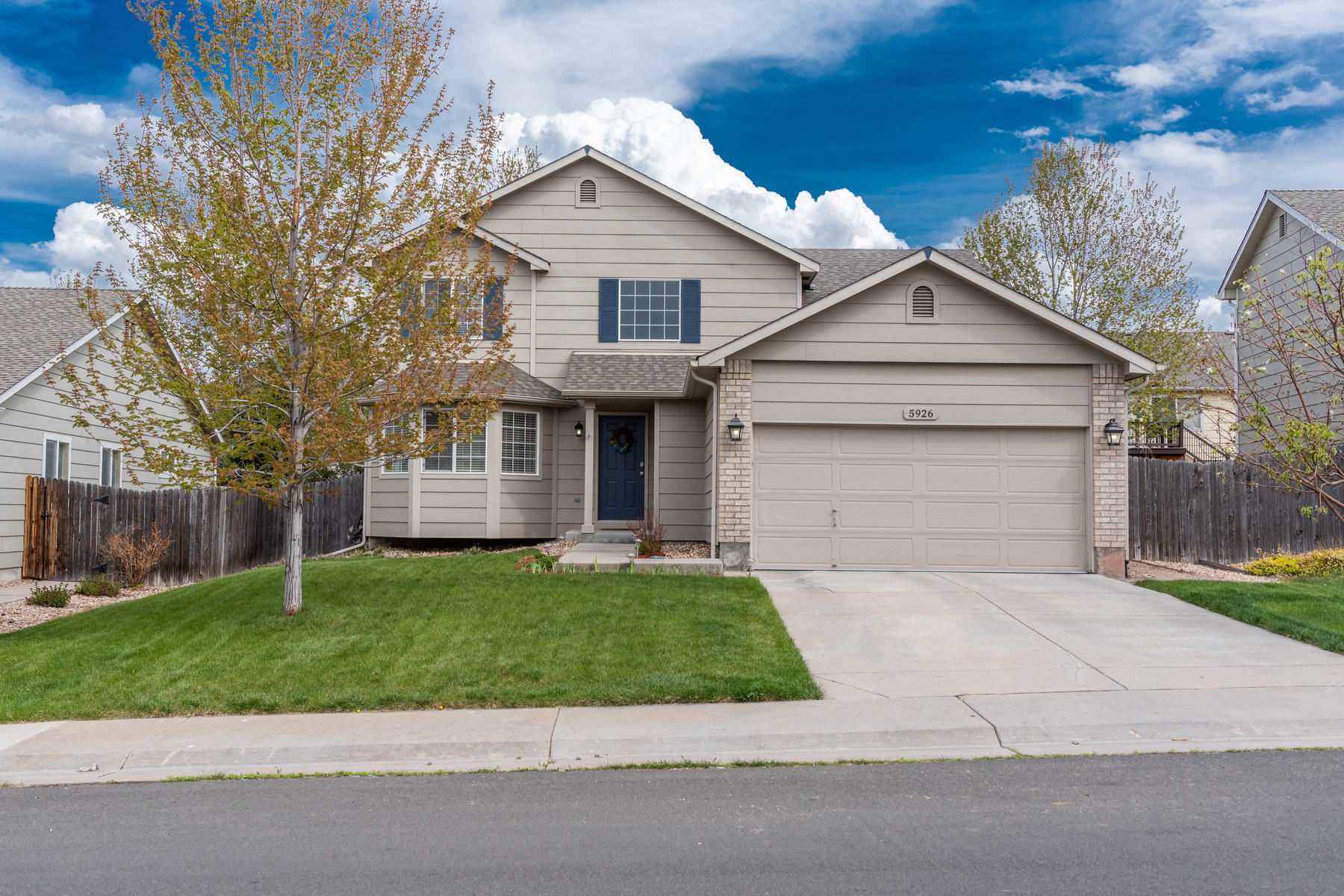Single Family Homes for Sale at Move in ready! This immaculately kept home has plenty of space for everyone! 5926 S Quatar Way, Aurora, Colorado 80015 United States