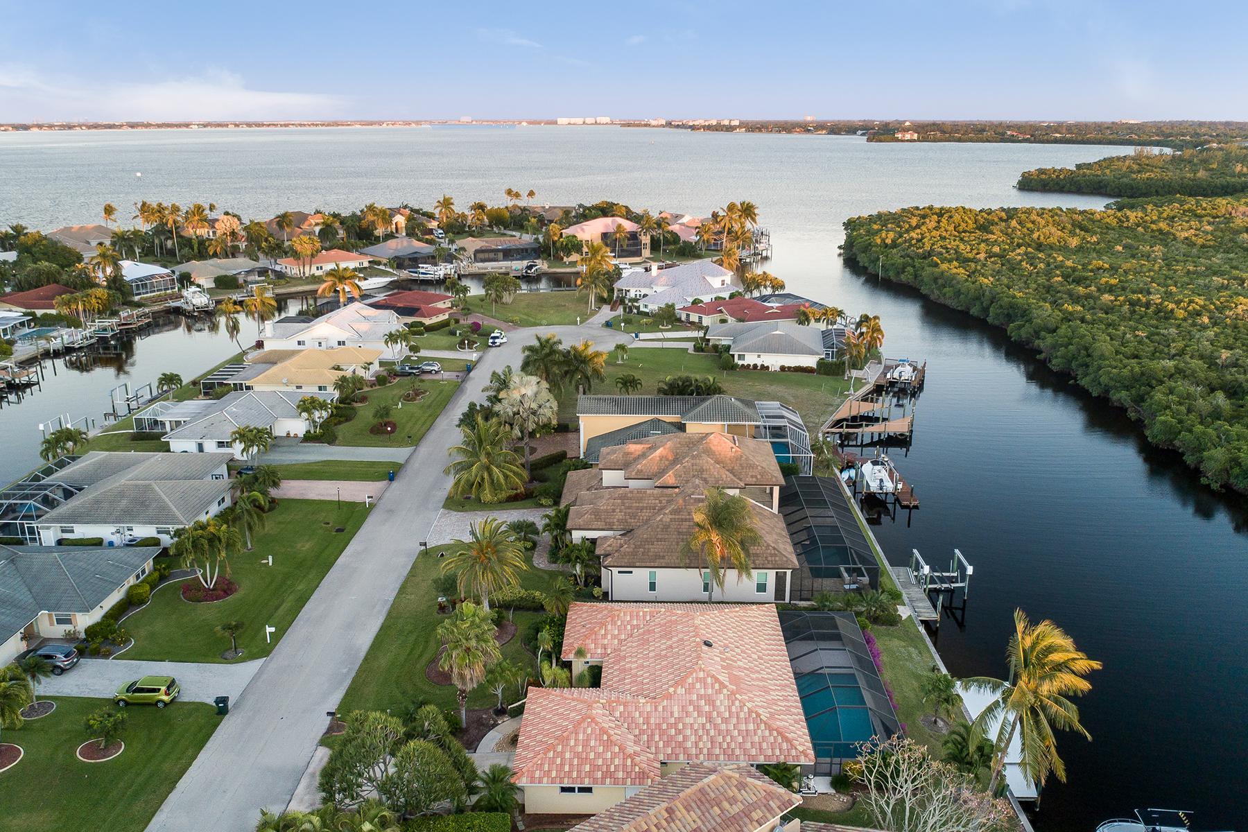 Single Family Homes 為 出售 在 FORT MYERS 14741 Eden St, Fort Myers, 佛羅里達州 33908 美國