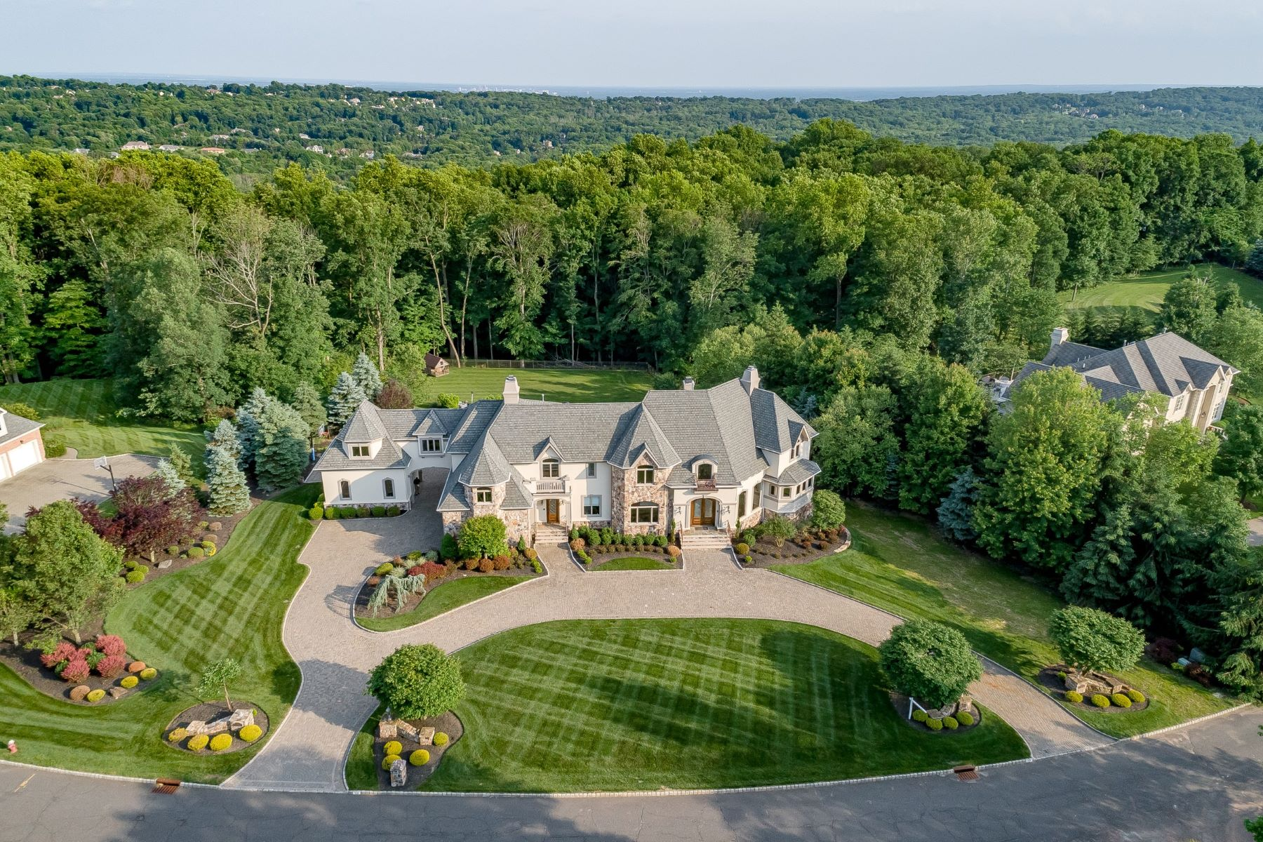 Single Family Homes for Sale at Updated Castle Ridge Residence 59 Geiger Lane Warren, New Jersey 07059 United States