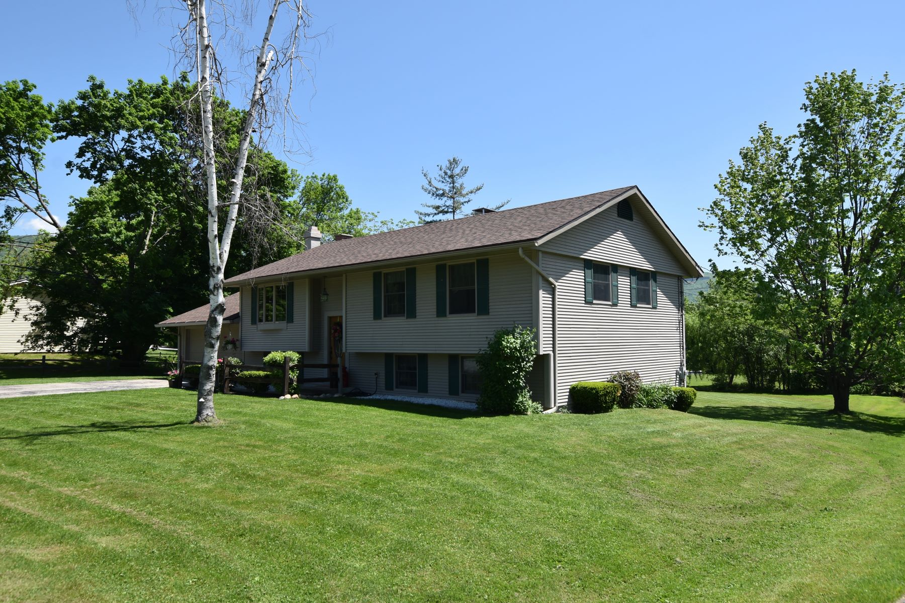Single Family Home for Sale at Immaculate raised ranch-level yard 20 Piedmont Dr Rutland, Vermont 05701 United States