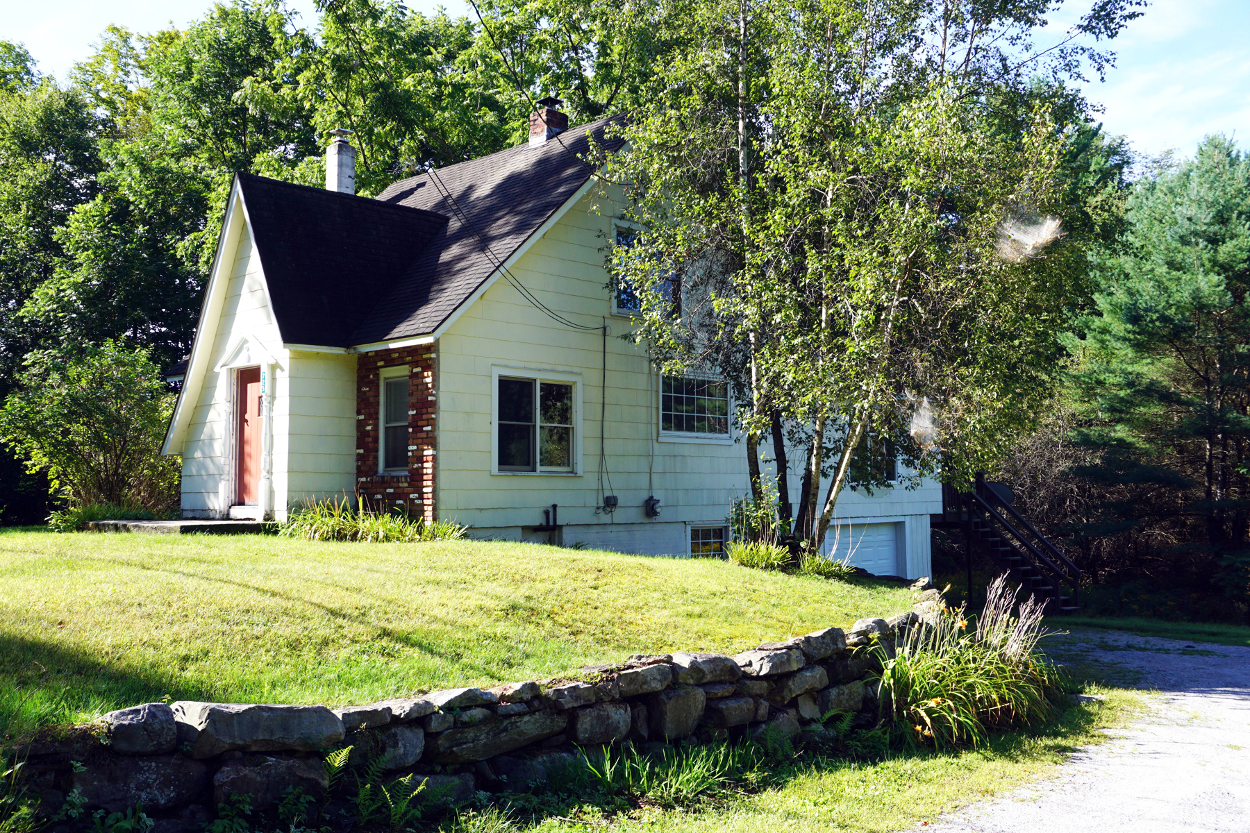 Single Family Homes for Sale at MENDON FARMHOUSE 725 Meadowlake Dr Mendon, Vermont 05701 United States