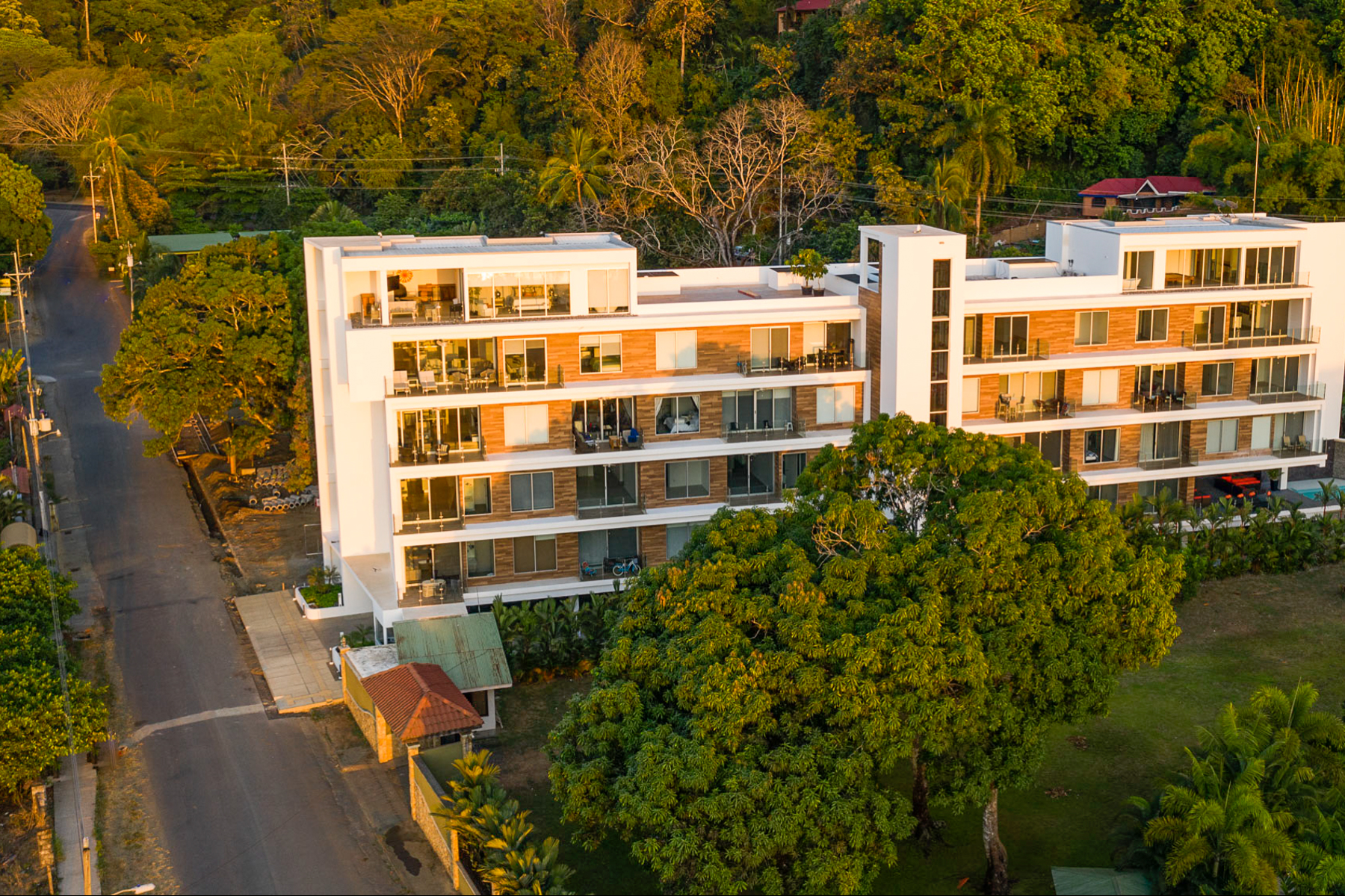 Condominiums por un Venta en Sea Breeze Condo, Jaco Beach Jaco, Puntarenas Costa Rica