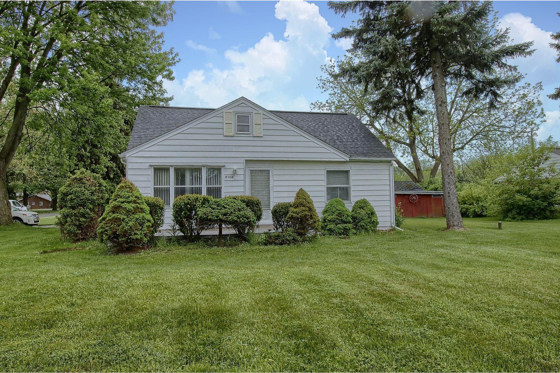 Single Family Homes 为 销售 在 Clinton Twp 36890 Moravian Dr Clinton Township, 密歇根州 48035 美国