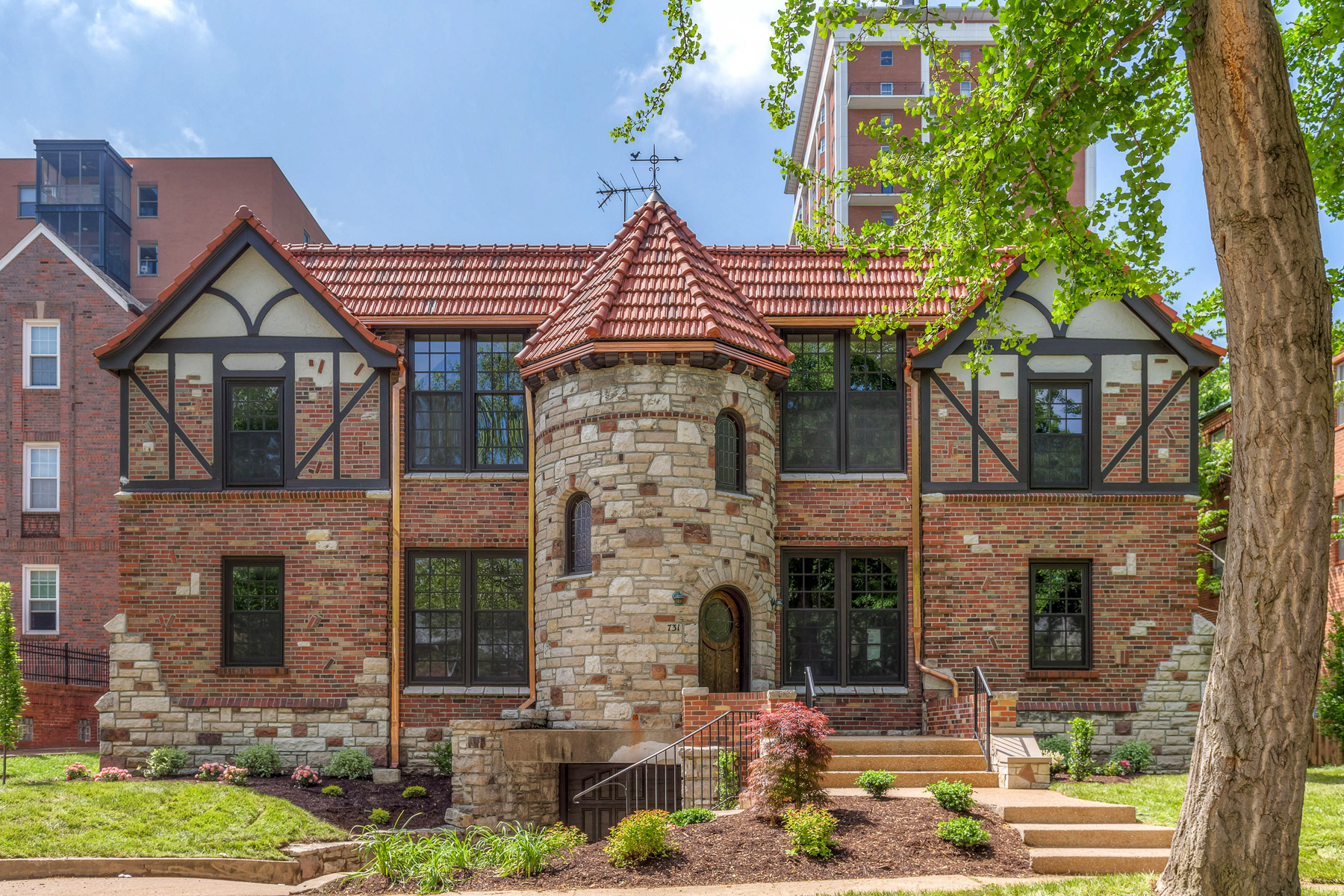 Multi-Family Home for Sale at Westwood 731 Westwood St. Louis, Missouri 63105 United States