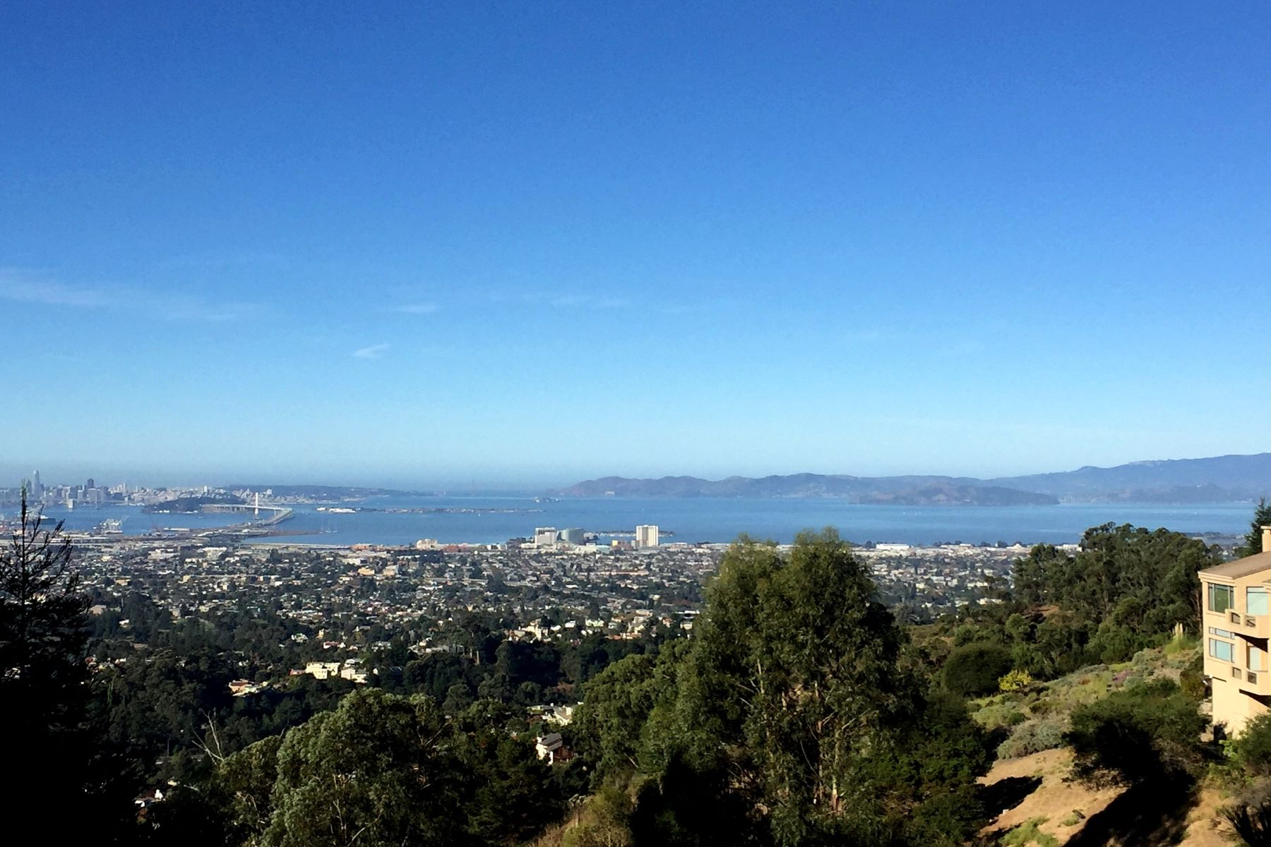 Additional photo for property listing at Stunning Views 15010 Broadway Terrace Oakland, California 94611 United States