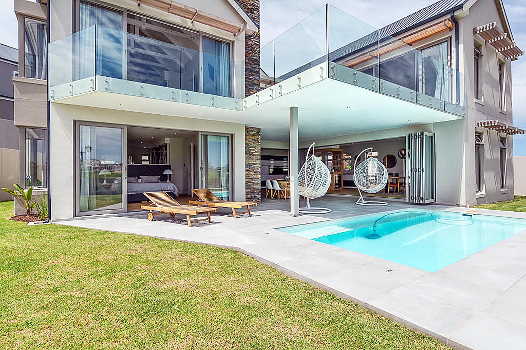 Single Family Homes por un Venta en Kingswood Golf Estate George, Provincia Occidental Del Cabo 6530 Sudáfrica