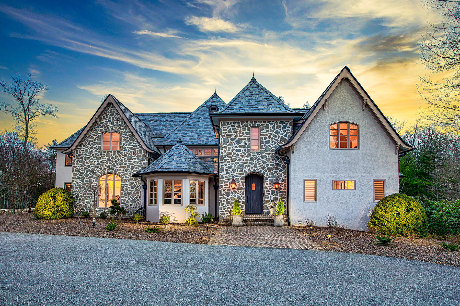 Single Family Homes for Active at BILTMORE FOREST 39 Cedar Hill Dr Asheville, North Carolina 28803 United States