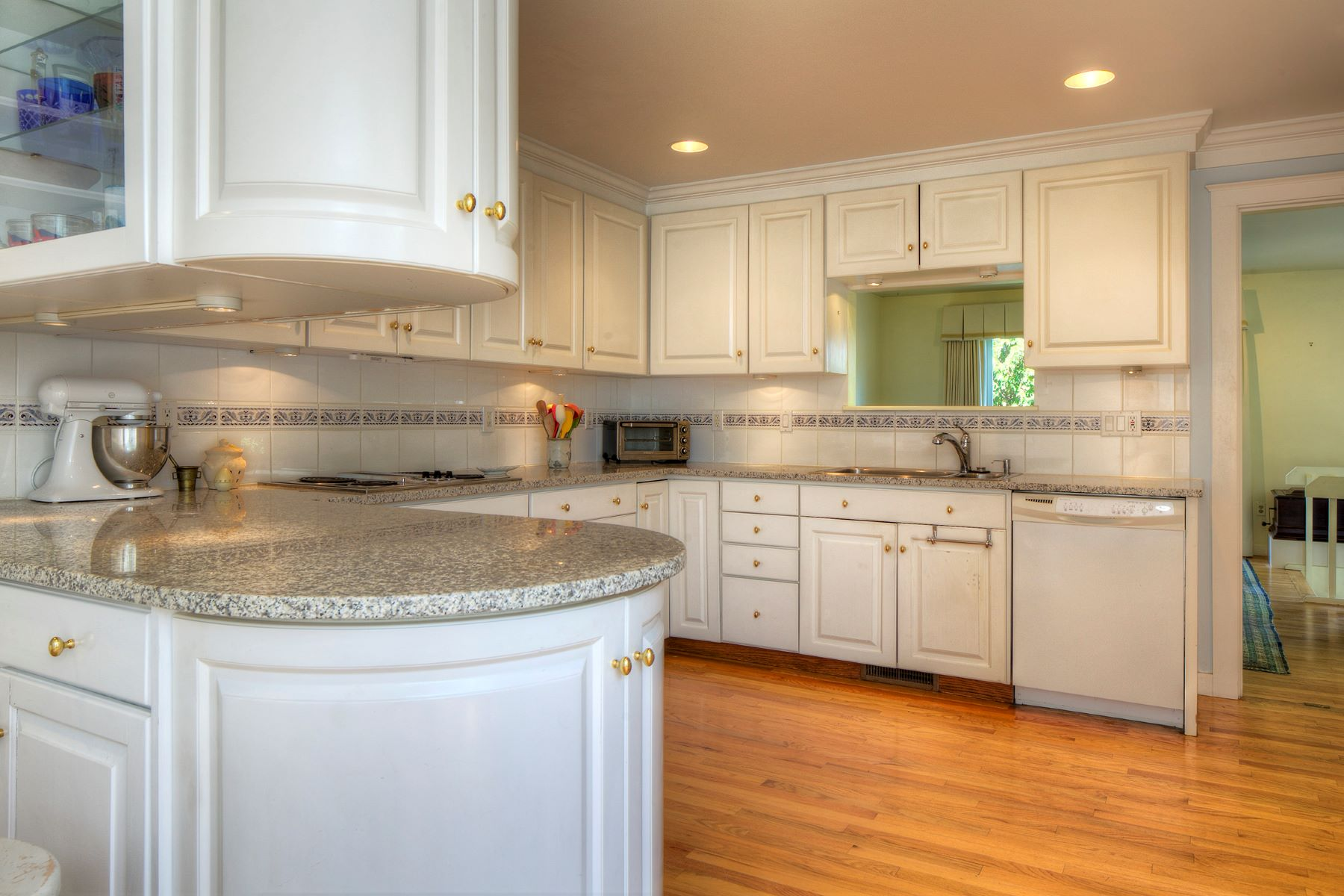 Additional photo for property listing at Moorland Farm 15 Hammersmith Road, 2A Newport, Rhode Island 02840 United States