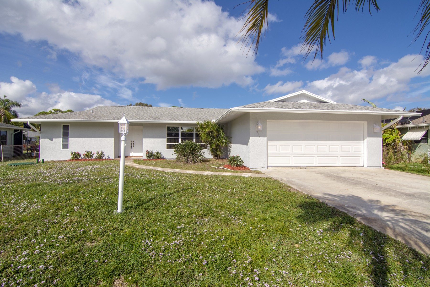 Single Family Home for Sale at Completely Renovated Home! 371 SE Crosspoint Drive Port St. Lucie, Florida 34983 United States