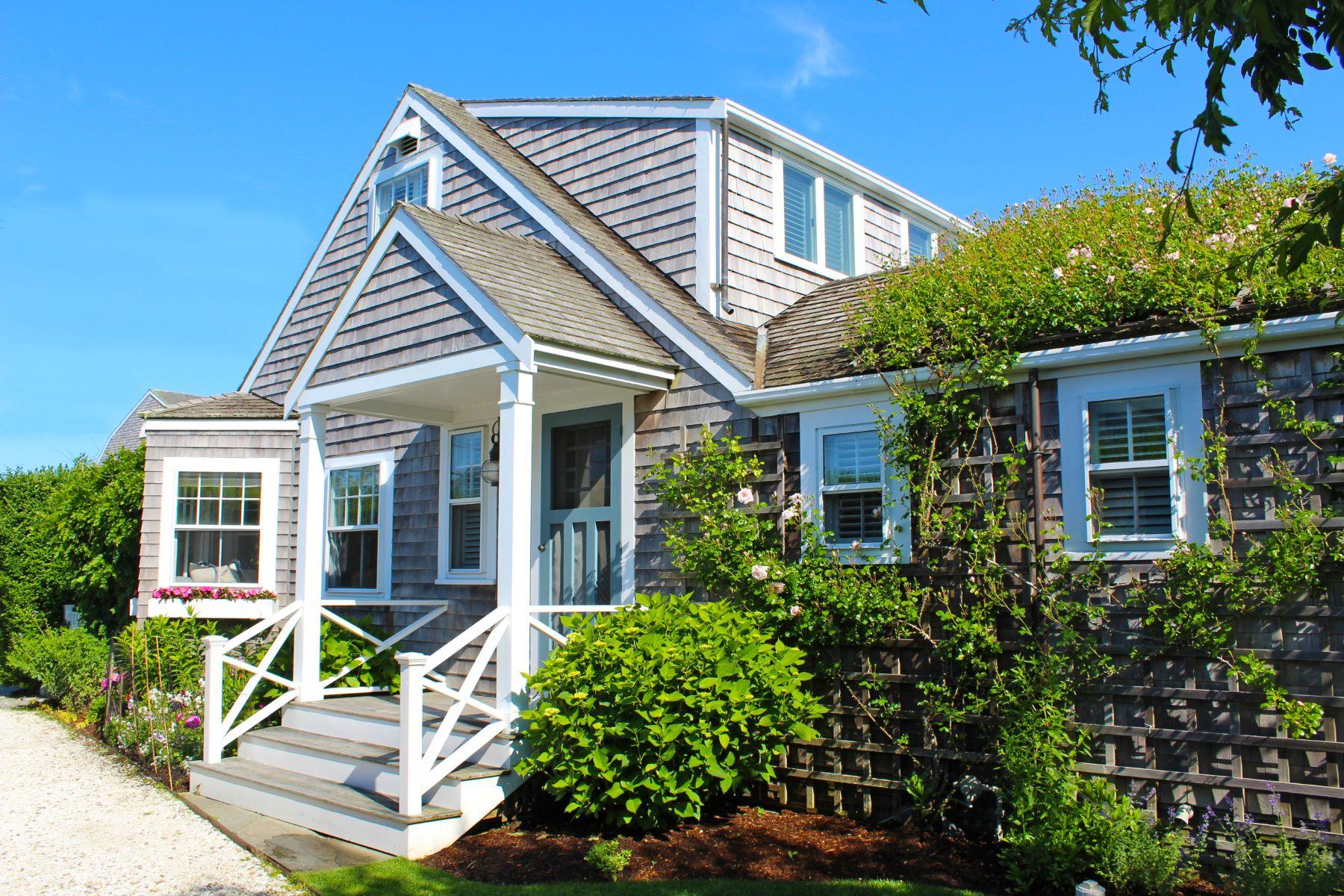 Single Family Homes pour l Vente à Quaint and Idyllic with Plenty of Expansion Possibilities 28 Morey Lane Siasconset, Massachusetts 02564 États-Unis