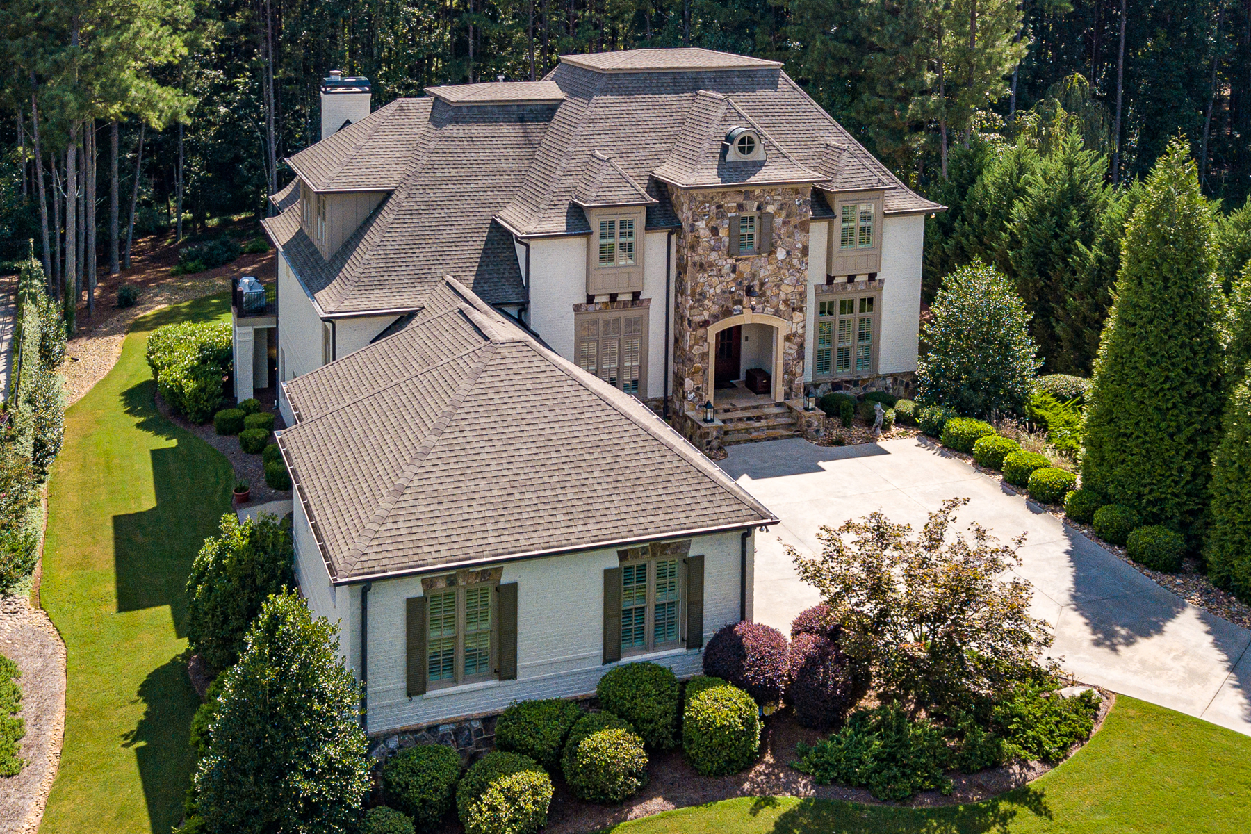 Single Family Homes for Sale at Desirable Newhaven Home 185 Newhaven Drive, Fayetteville, Georgia 30215 United States