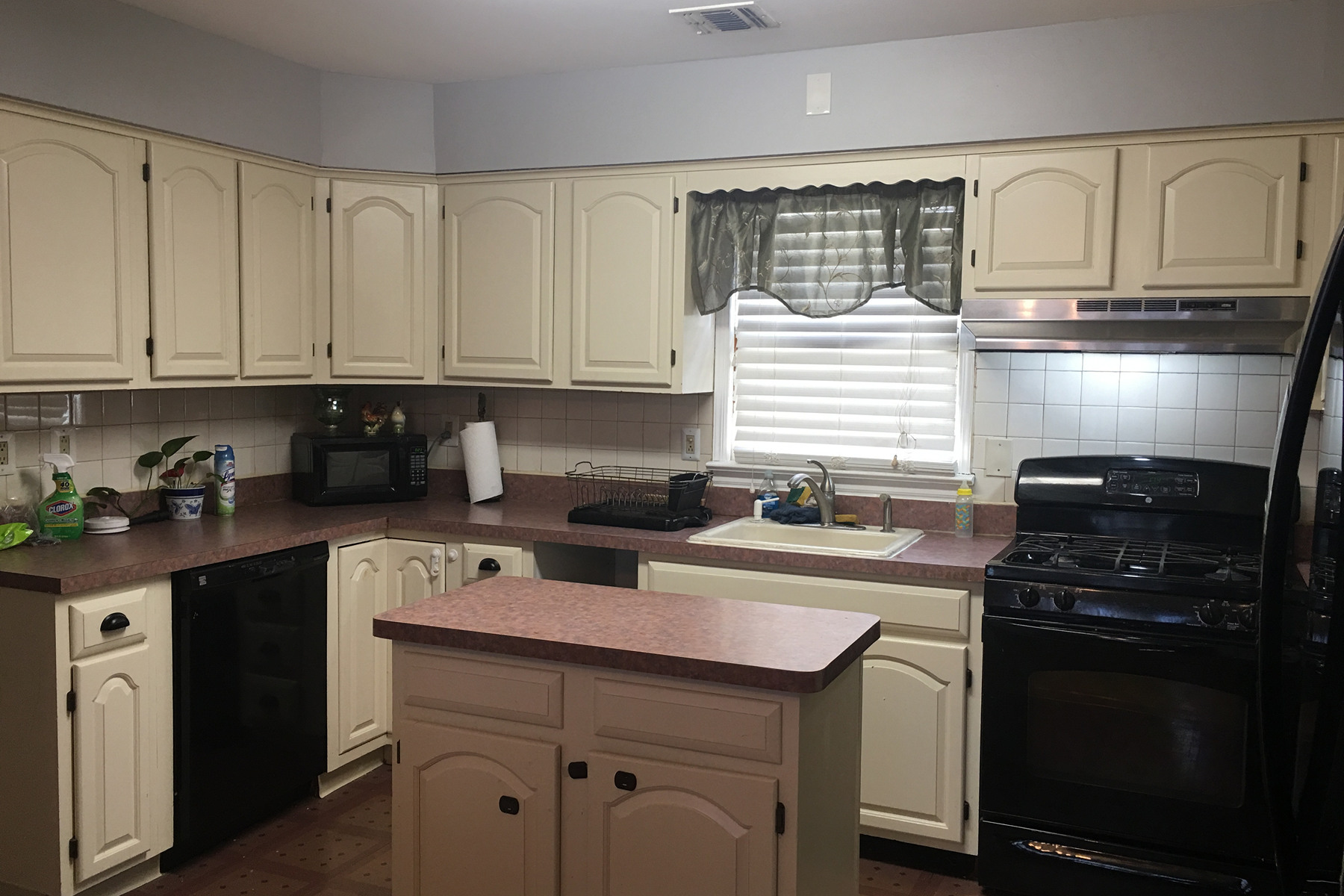 Multi-Family Home for Rent at Beautifully Updated! 157 Weigands Ln 2nd Floor, Secaucus, New Jersey 07094 United States