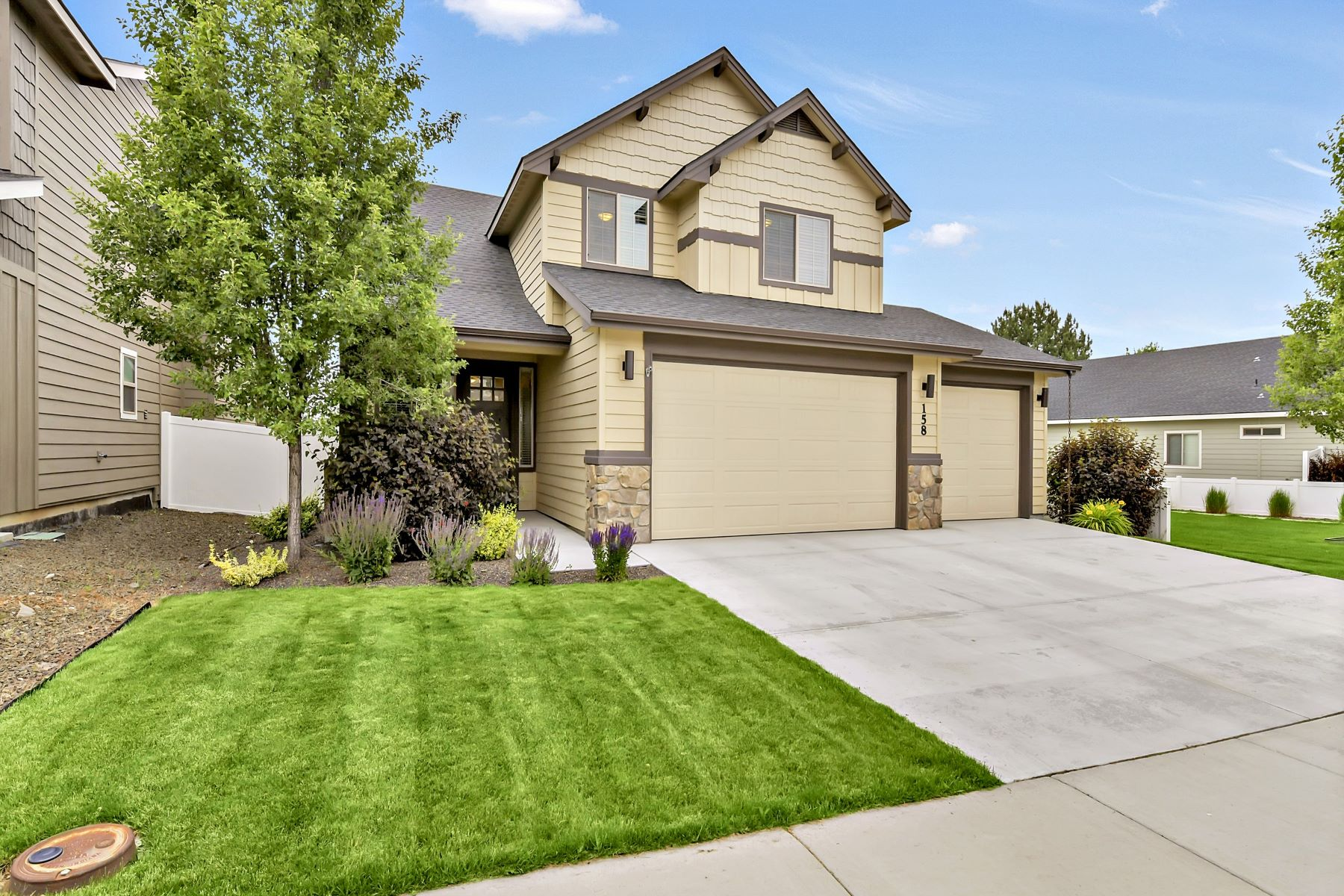 Single Family Homes for Active at 158 Whitehall Meridian, Idaho 83642 United States
