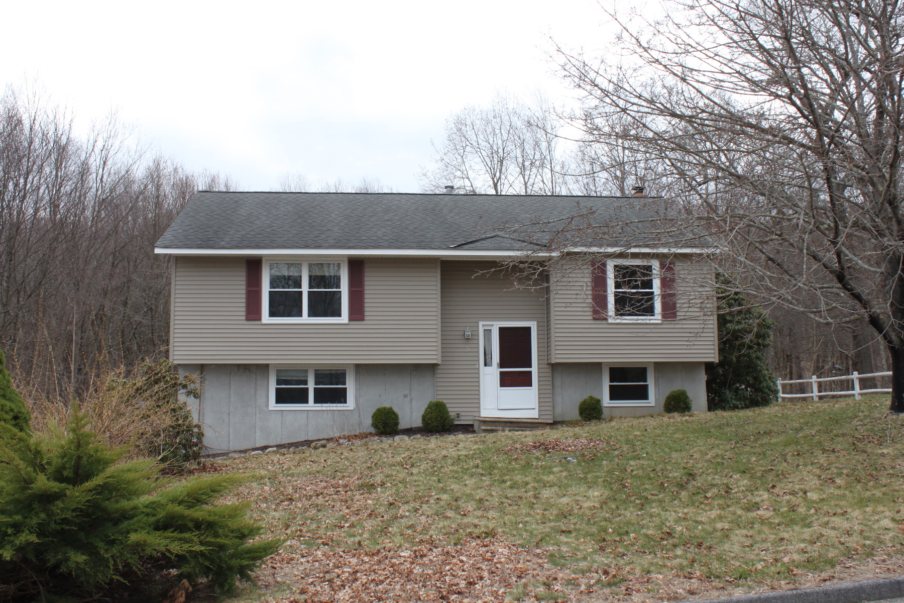 Single Family Home for Active at Amazing Updated Raised Ranch 5 Heather Hill Northbridge, Massachusetts 01588 United States
