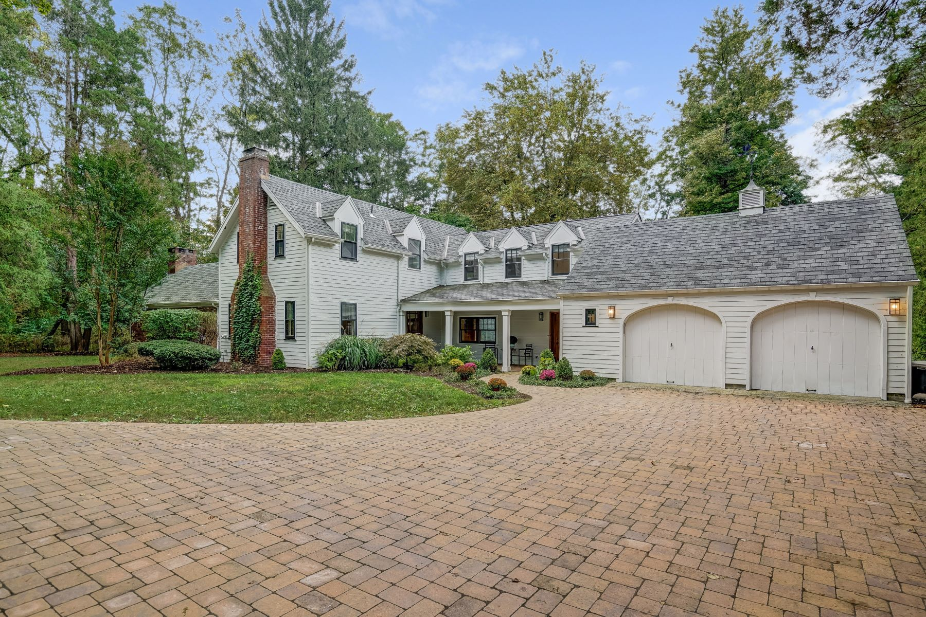 Maison unifamiliale pour l Vente à Charming Custom Colonial 27 Sunnybrook Road Basking Ridge, New Jersey 07920 États-Unis