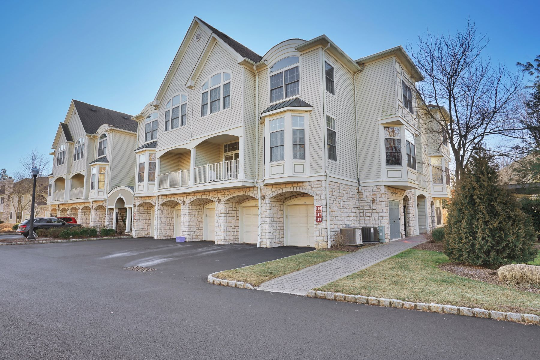 Condominiums for Sale at Fabulous Carlyle End Unit 115 Kensington Lane, Livingston, New Jersey 07039 United States
