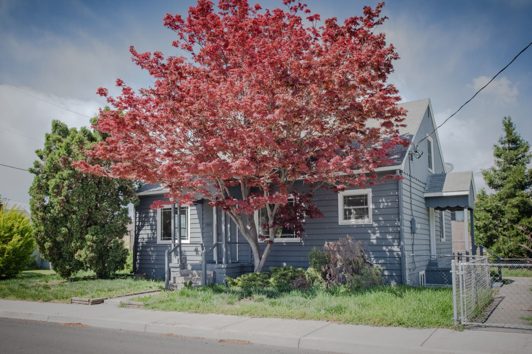 Single Family Homes for Active at 1501 E 10th 1501 10th St The Dalles, Oregon 97058 United States