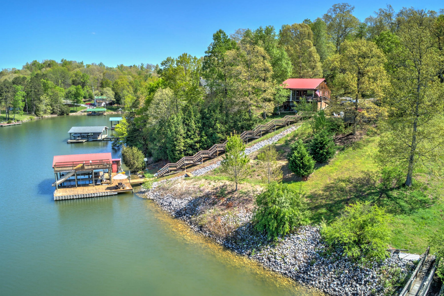 Single Family Homes pour l Vente à Cottage Living on Watts Bar Lake 216 Overlook Drive, Ten Mile, Tennessee 37880 États-Unis