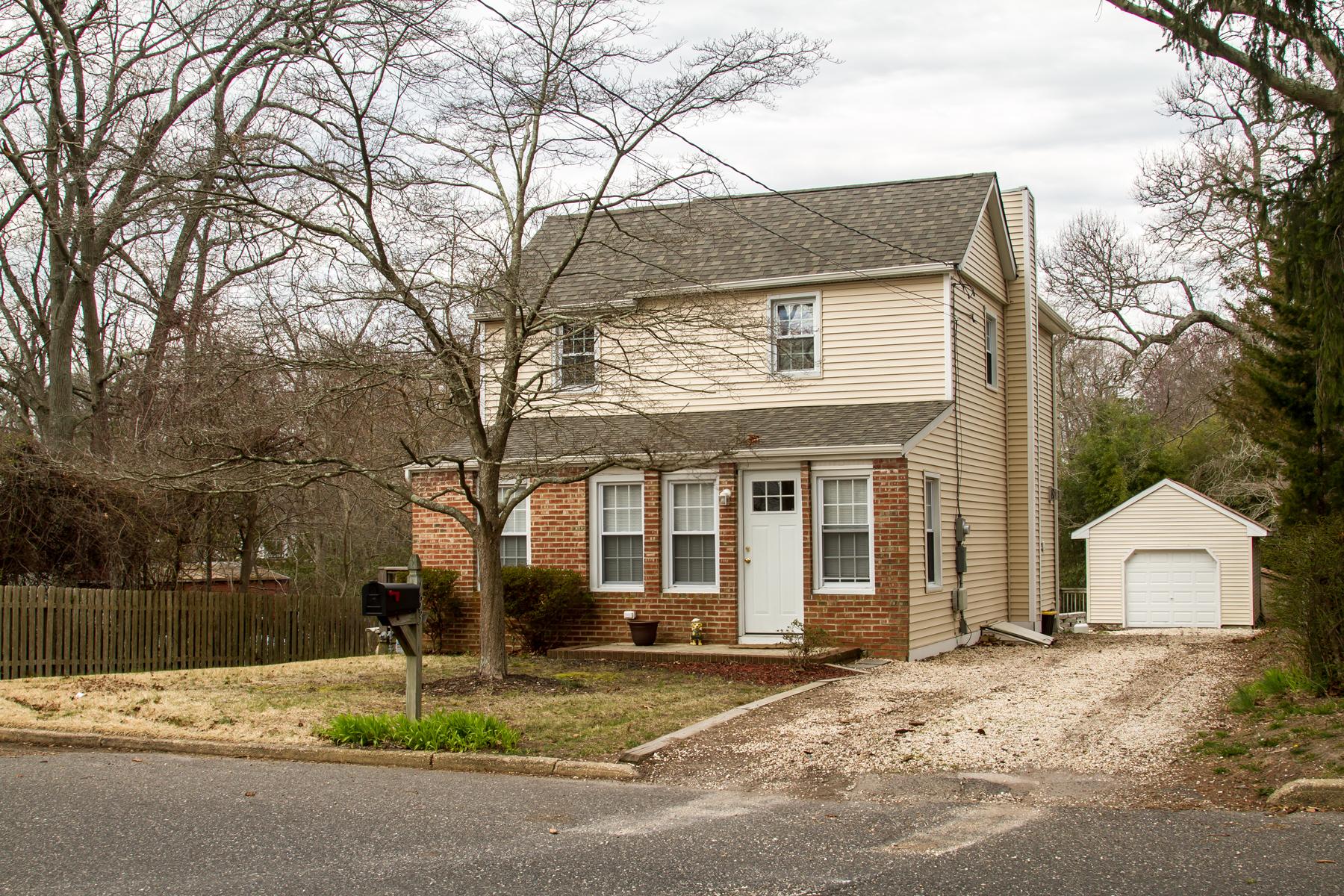 Maison unifamiliale pour l Vente à Charming Colonial Style Home 183 Maple Avenue, Island Heights, New Jersey 08732 États-Unis