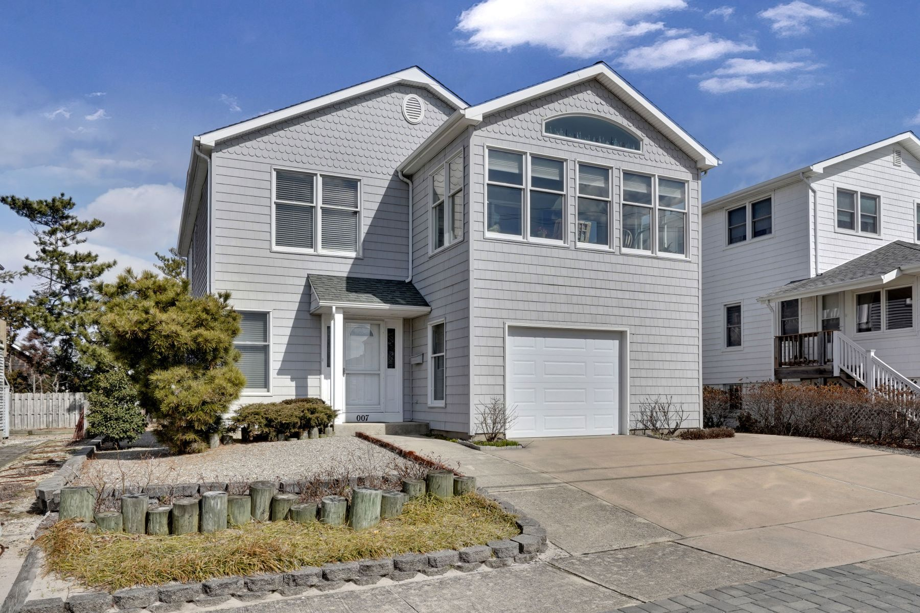 single family homes vì Bán tại Great Beach Block Home With Direct Beach Access In Northern End Of Town 7 Bond Avenue, Lavallette, New Jersey 08735 Hoa Kỳ