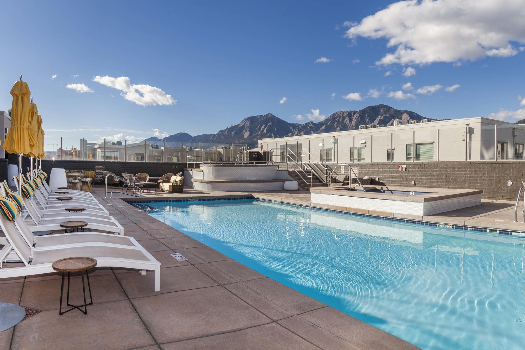Additional photo for property listing at Contemporary Top Floor Unit in Desirable Condominium 3701 Arapahoe Avenue 413 Boulder, Colorado 80303 United States