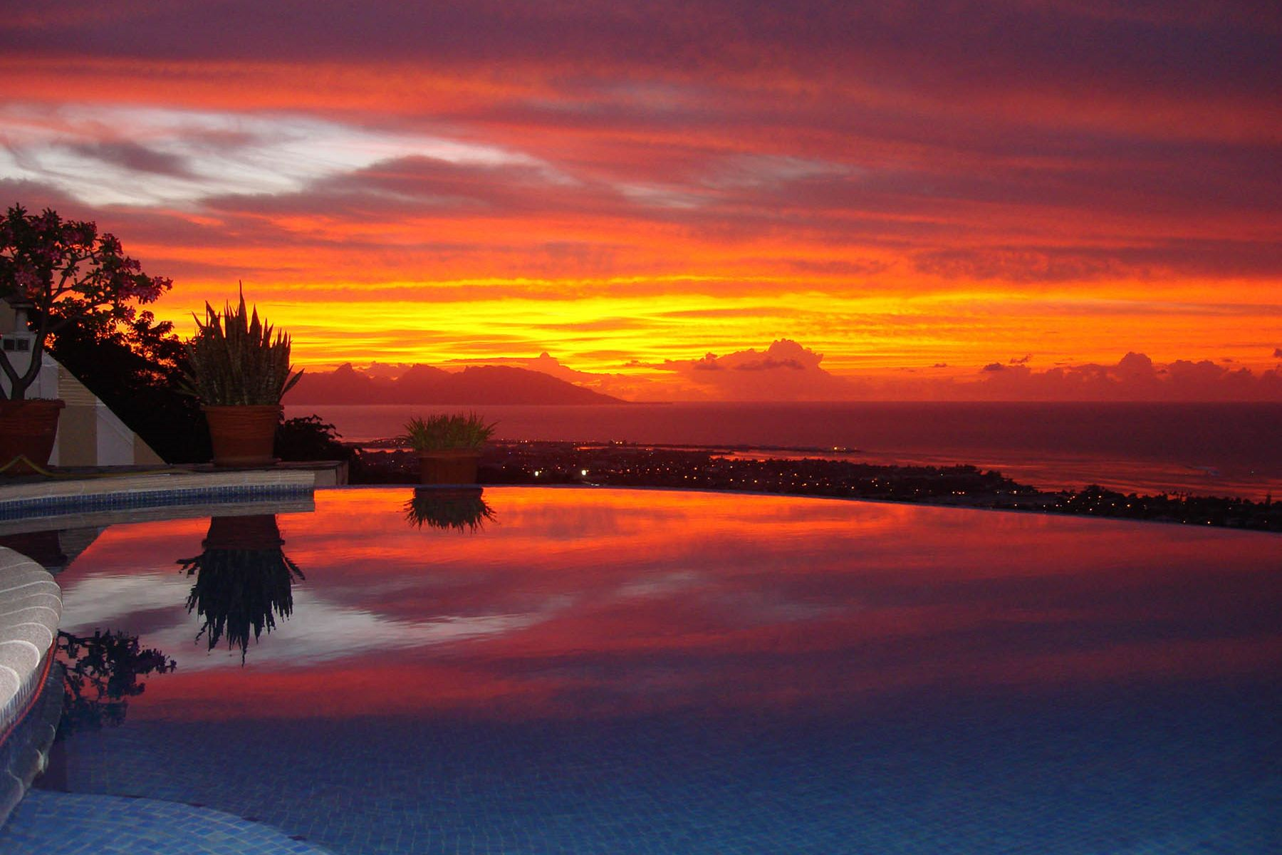 واحد منزل الأسرة للـ Sale في A villa with a view Tahiti, French Polynesia