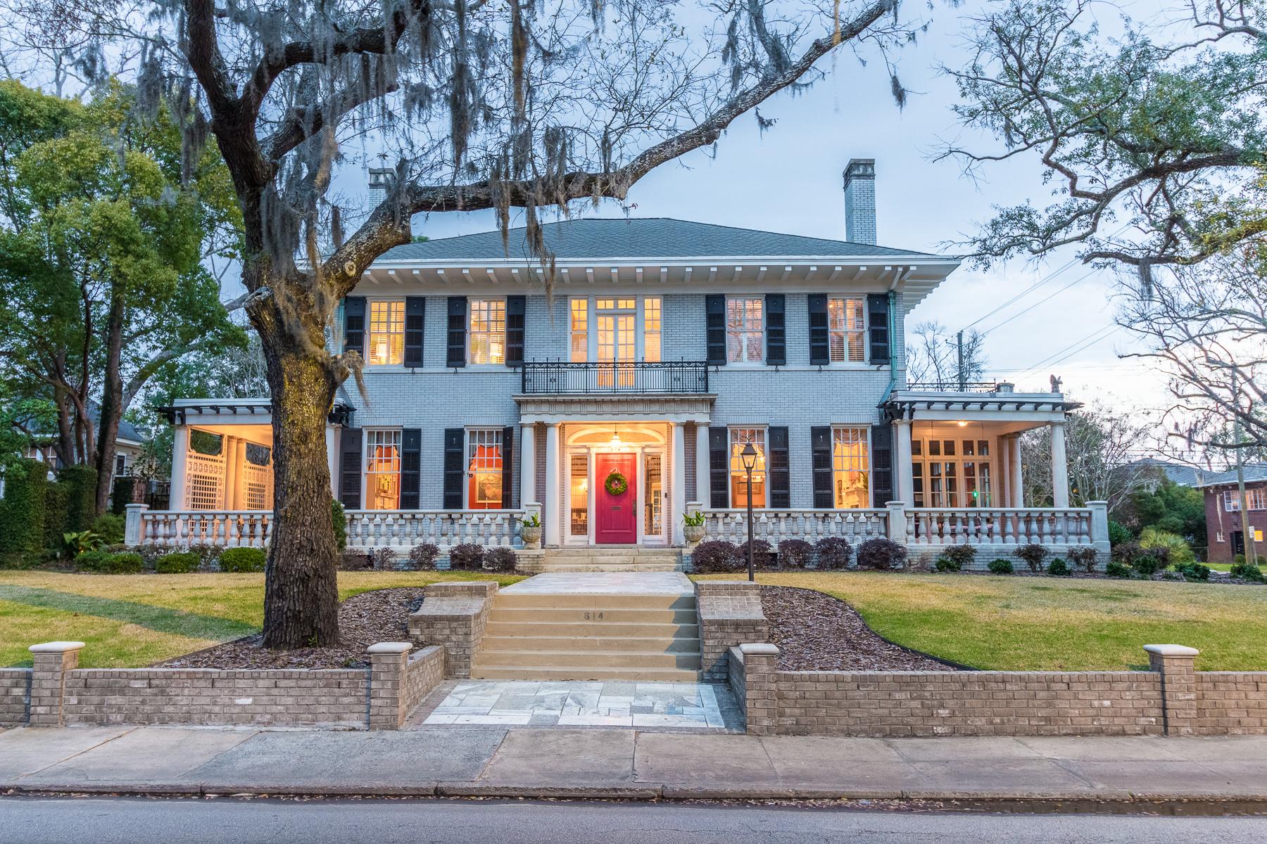 Частный односемейный дом для того Продажа на 614 Victory Drive 614 E Victory Dr Savannah, Джорджия, 31405 Соединенные Штаты