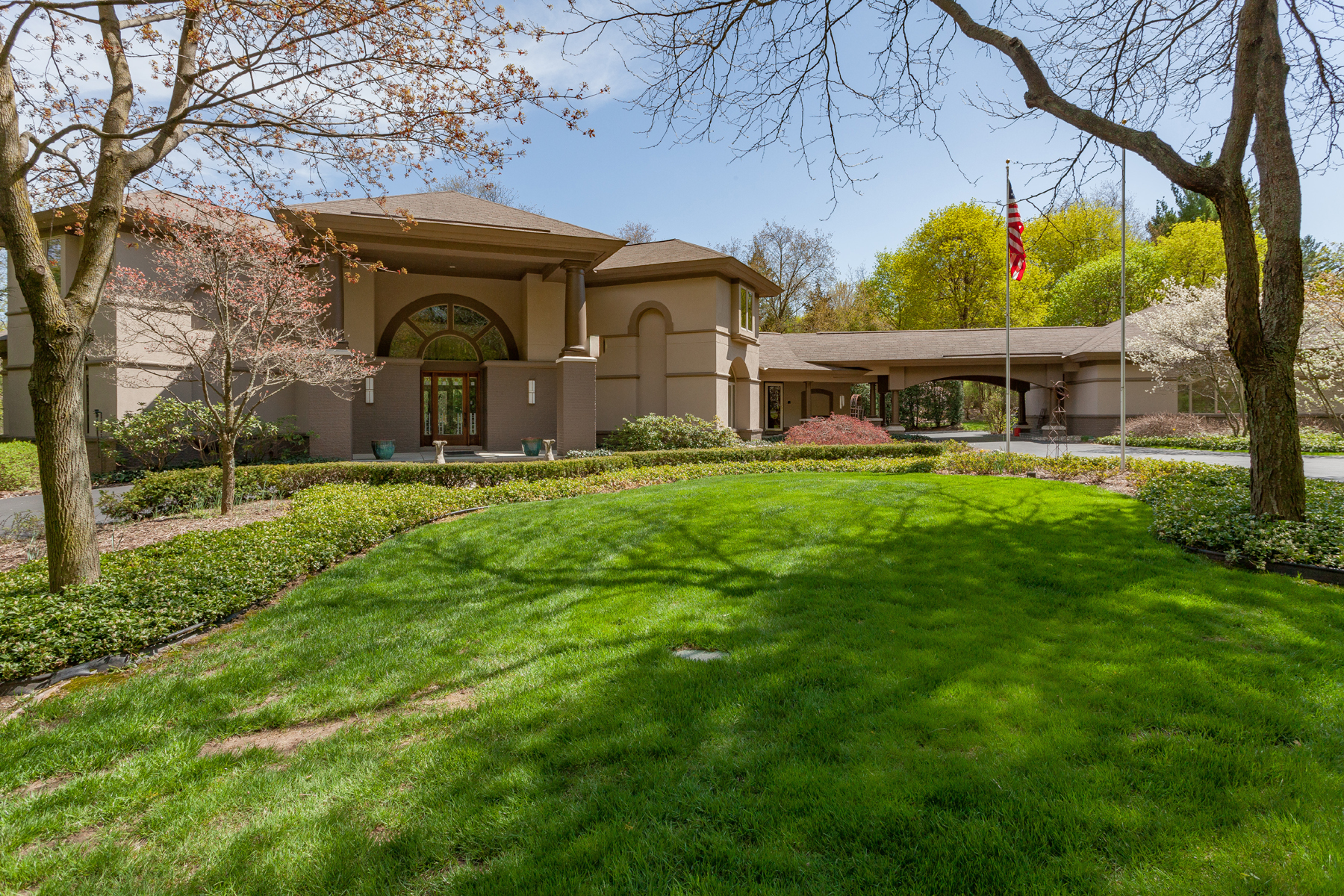 Single Family Home for Sale at Bloomfield Hills 1800 Tiverton Road Bloomfield Hills, Michigan, 48304 United States