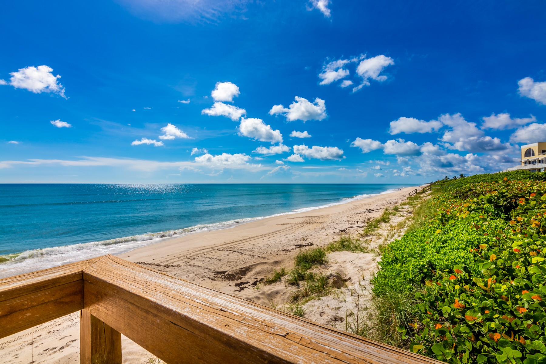 Additional photo for property listing at Immaculate Oceanfront Condo 6309 S Highway A1A Unit 342 Melbourne Beach, Florida 32951 United States