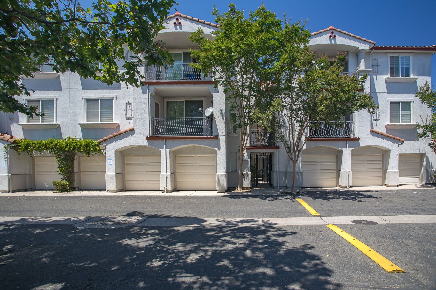 Condominiums for Active at Beautiful Corner-End Unit In Union City 35520 Monterra Terrace #201 Union City, California 94587 United States
