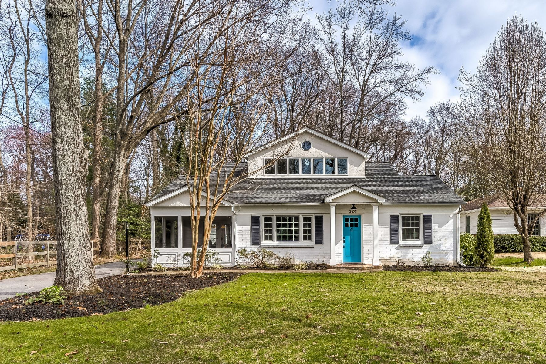 Single Family Homes 为 销售 在 Severna Park Contemporary 224 Wiltshire Lane 锡弗纳帕克, 马里兰州 21146 美国