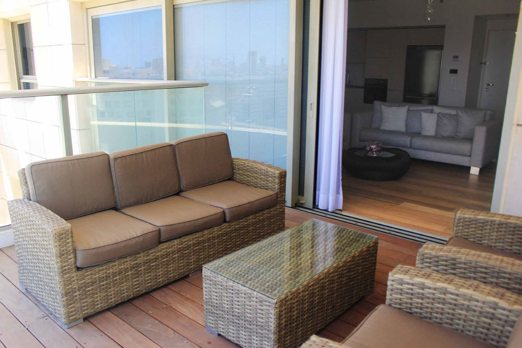 Additional photo for property listing at Elegant Sea View Apartment in Savyoney Ramat Aviv Tel Aviv, Israel Israel