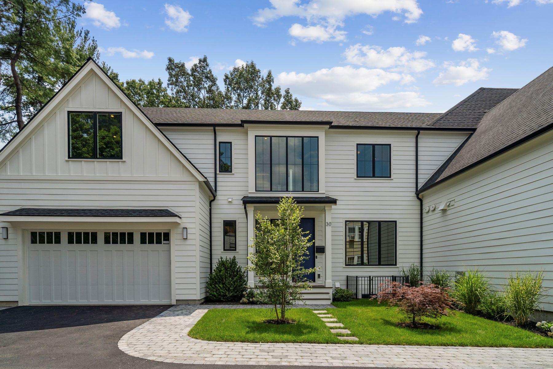 Single Family Homes pour l Vente à 30 Coyne Road Newton, Massachusetts 02468 États-Unis