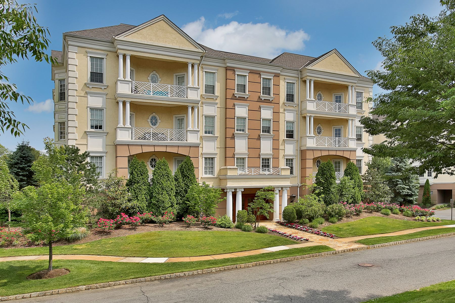 Condominio por un Venta en Elegant Lifestle at the Monmouth 1031 Oval Rd, Wall, Nueva Jersey 08736 Estados Unidos