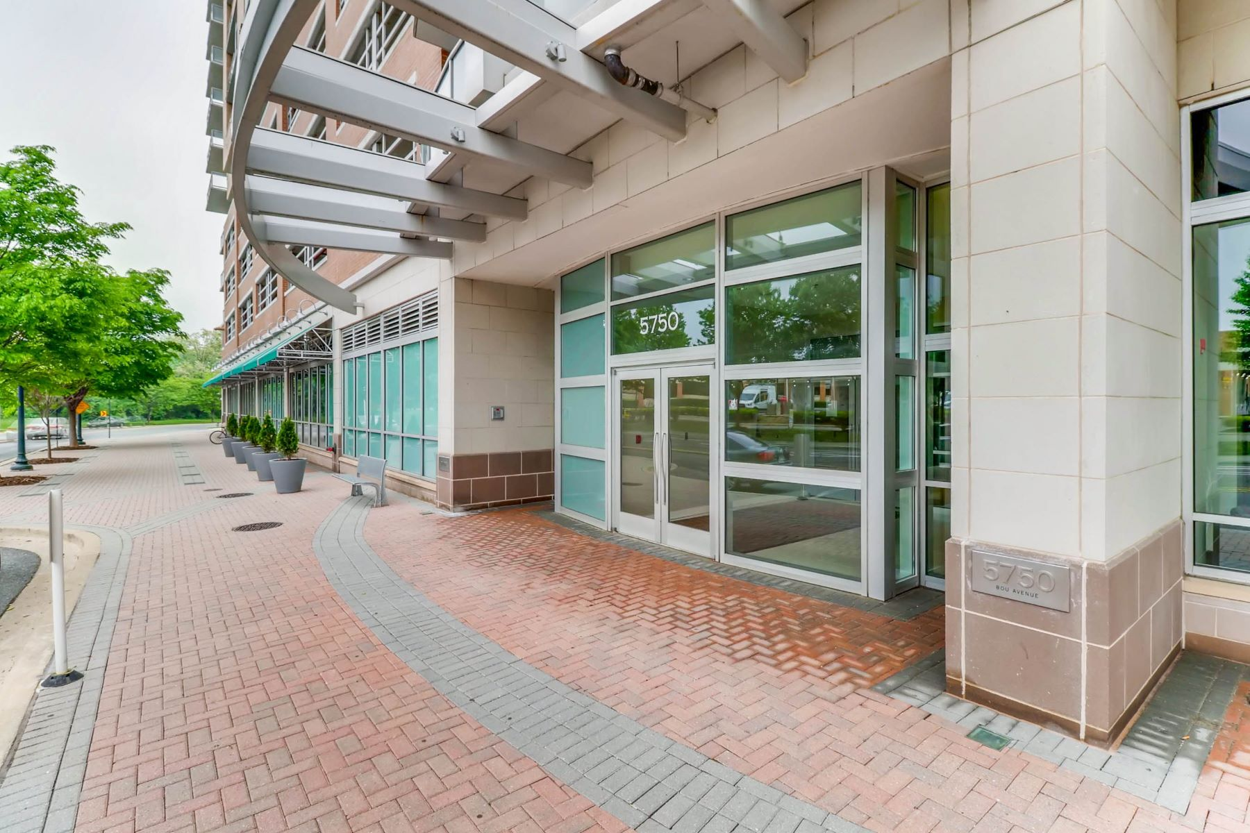 Condominiums for Sale at Midtown Bethesda North Condominiums 5750 Bou Avenue #718 Rockville, Maryland 20852 United States