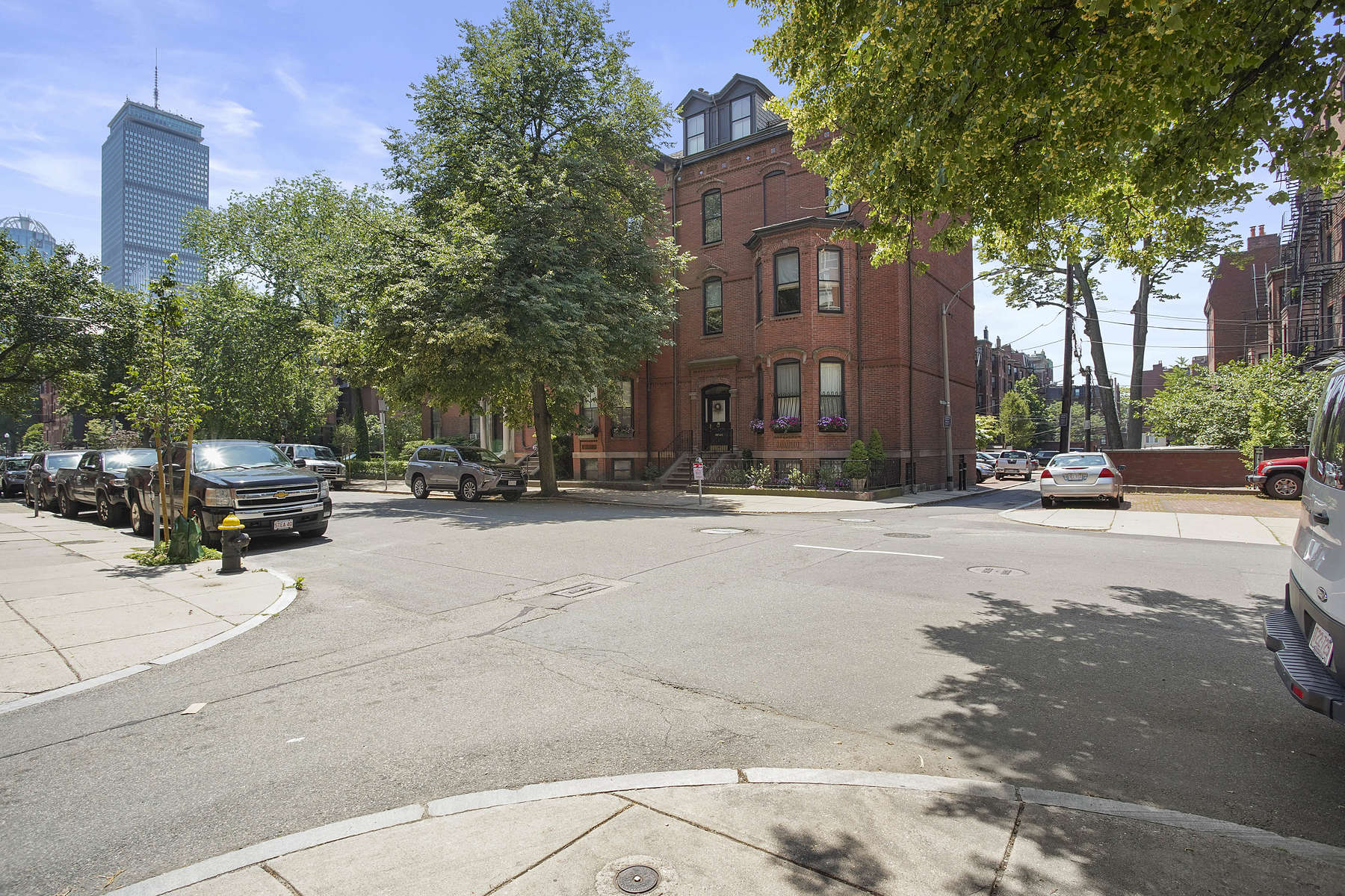 Single Family Homes por un Venta en Rare Corner Single Family With Magnificent Detail 1 Fairfield Street Boston, Massachusetts 02116 Estados Unidos