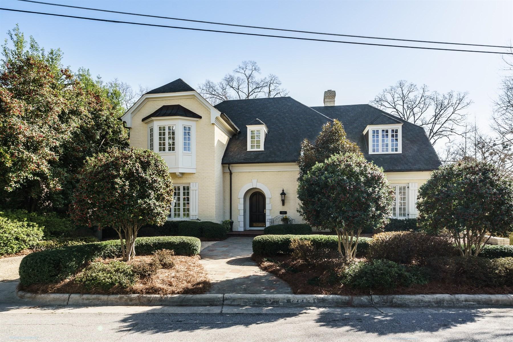 Vivienda unifamiliar por un Venta en 1812 McDonald Lane Raleigh, Carolina Del Norte, 27608 Estados UnidosEn/Alrededor: Durham, Chapel Hill, Cary