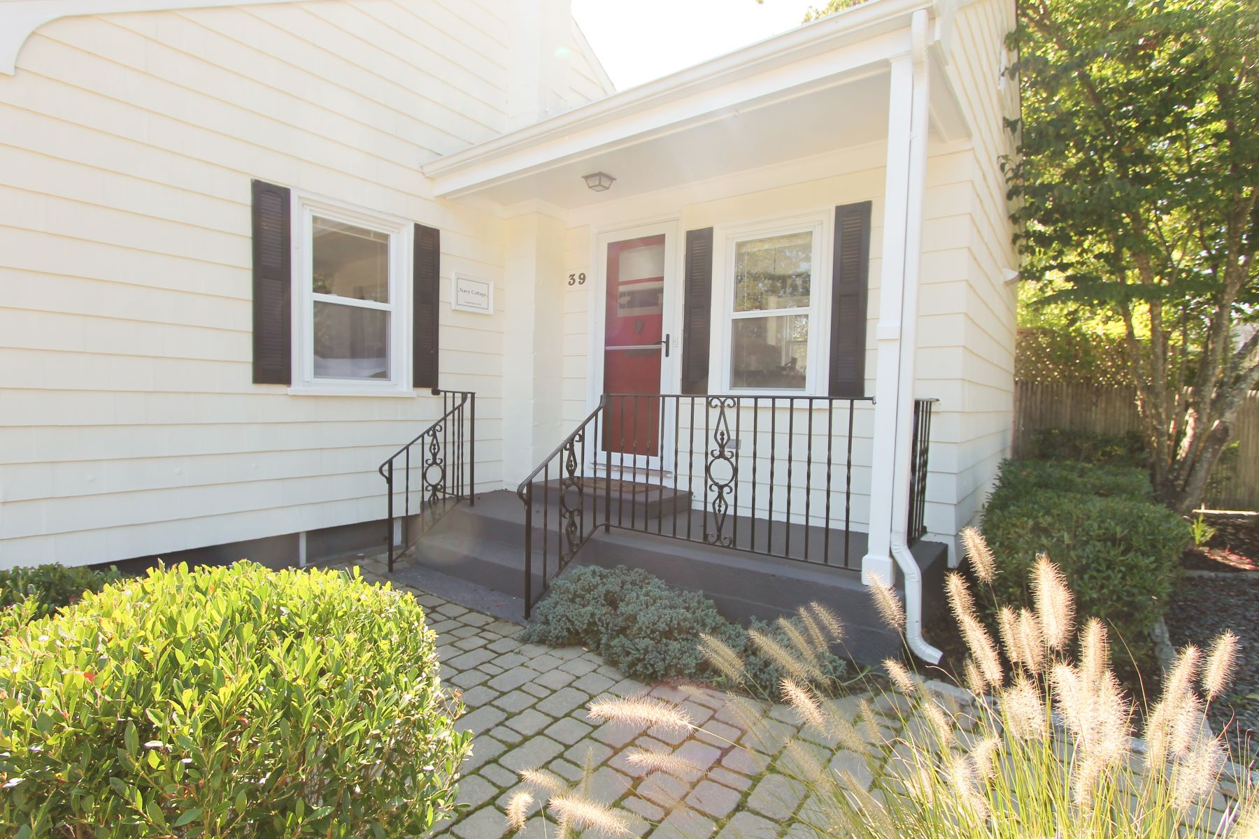 Additional photo for property listing at Fifth Ward Charmer 39 Bateman Avenue Newport, Rhode Island 02840 United States